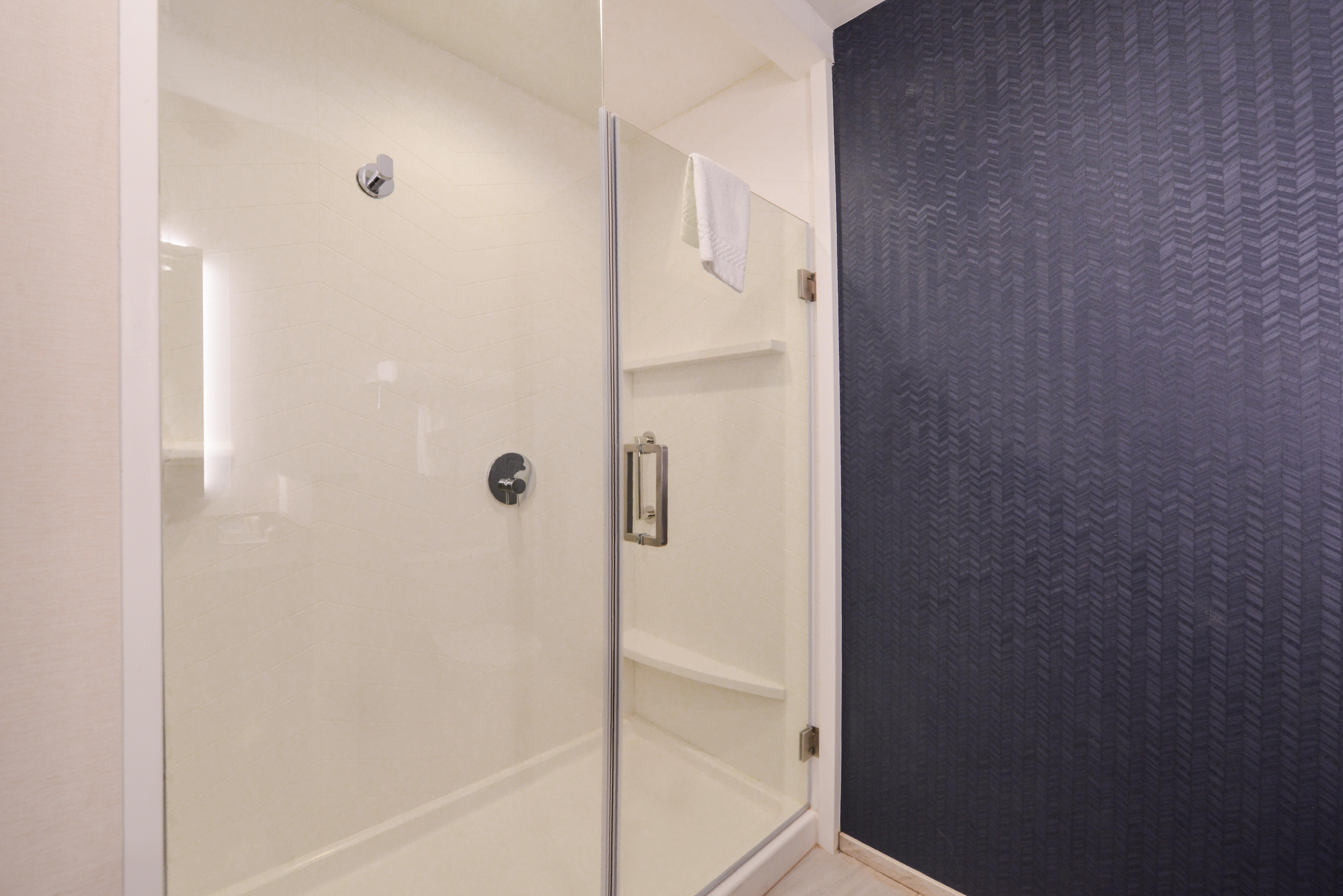 https://www.hotelsbyday.com/_data/default-hotel_image/3/15893/fis-cmhfg-bathroom2.jpg