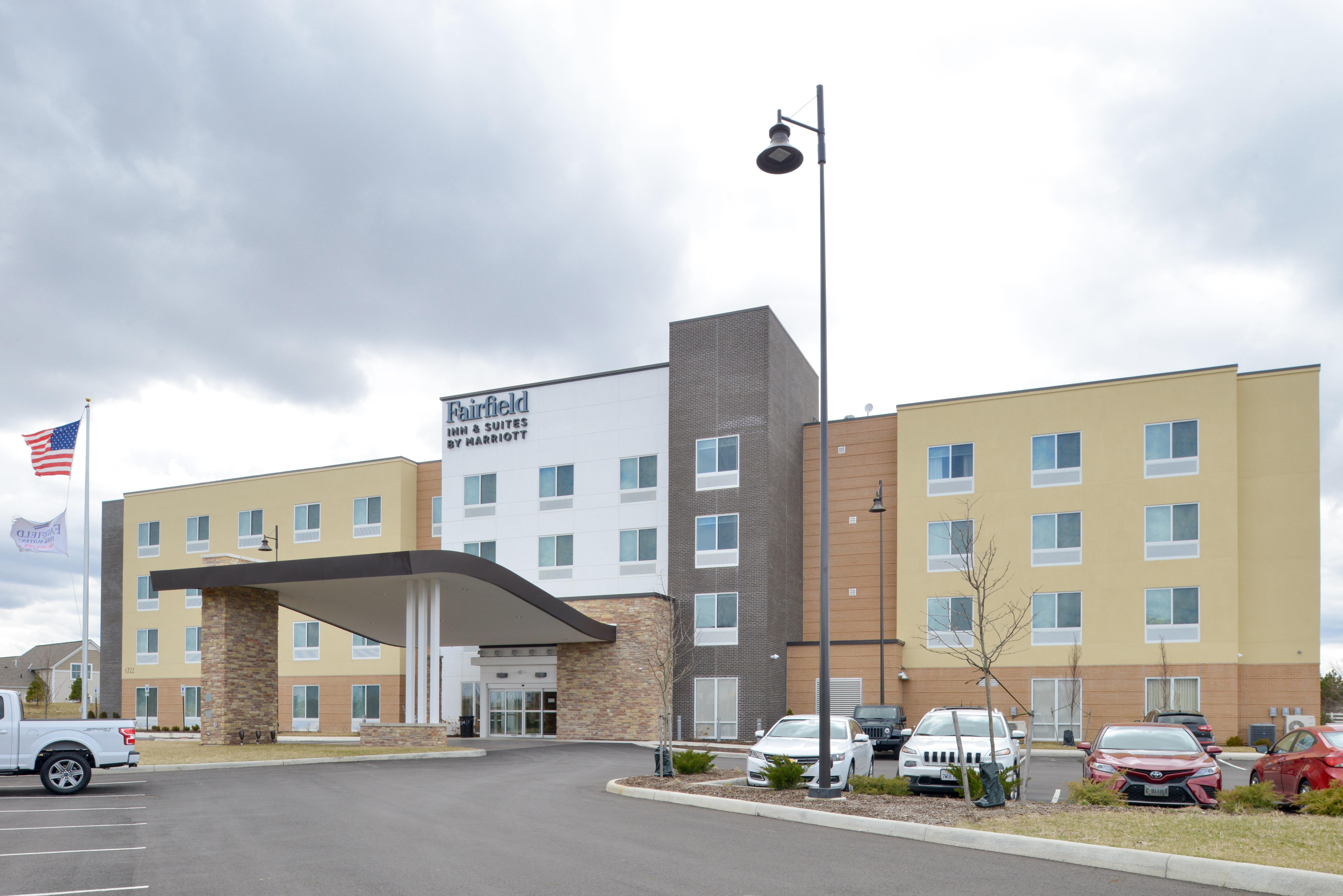 https://www.hotelsbyday.com/_data/default-hotel_image/3/15911/fis-cmhfg-exterior2.jpg