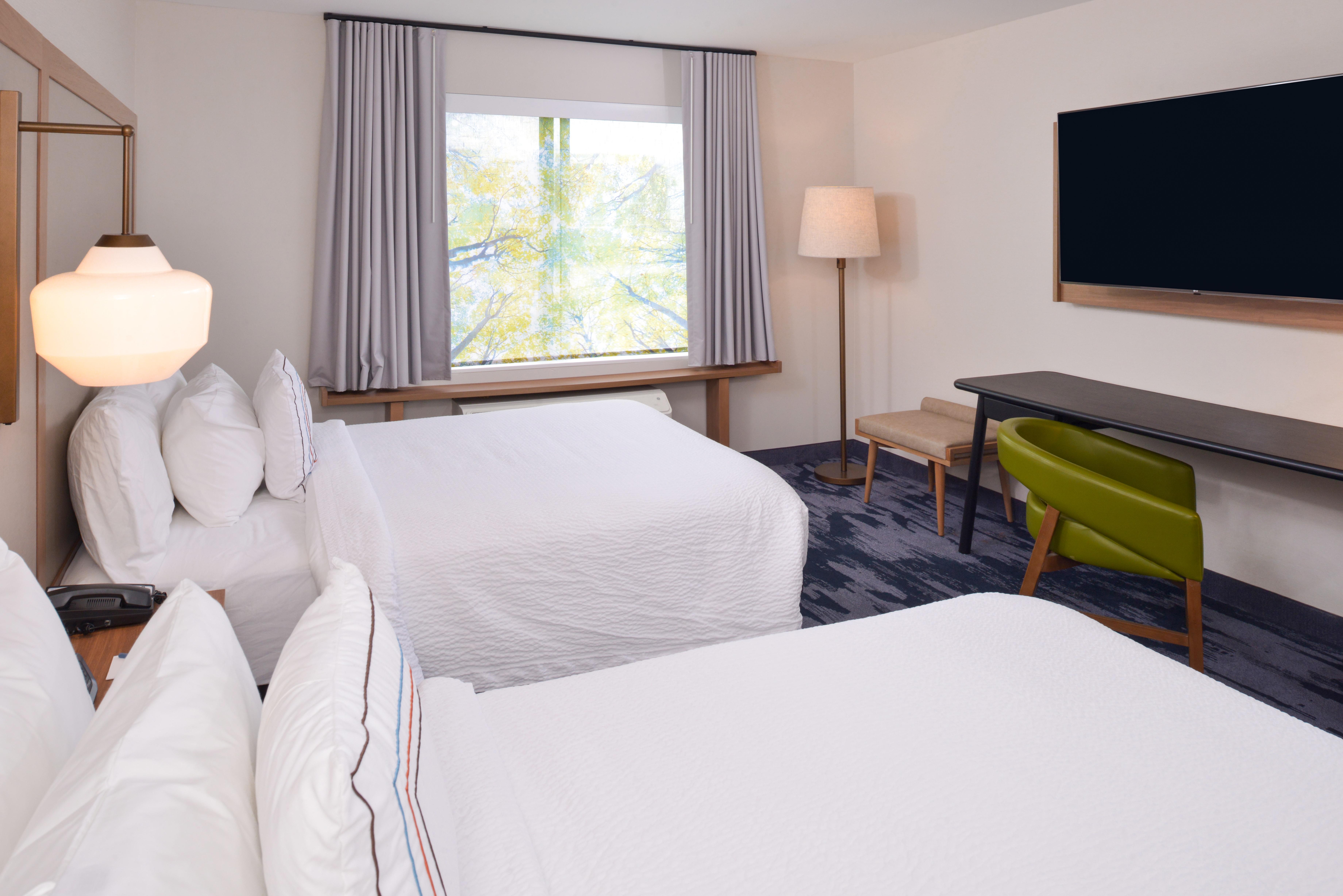 https://www.hotelsbyday.com/_data/default-hotel_image/3/15944/fis-cmhfg-2queen2.jpg