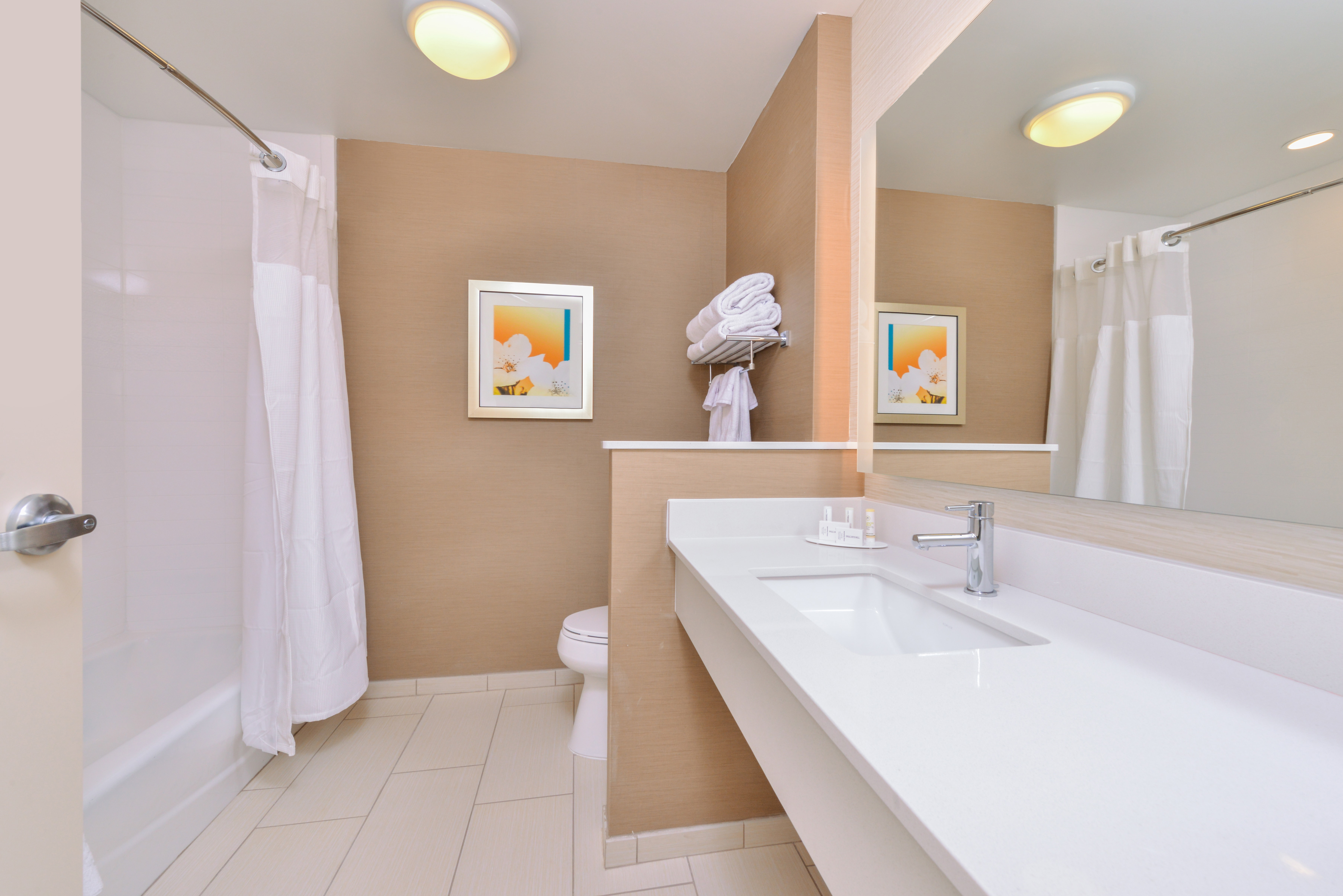 https://www.hotelsbyday.com/_data/default-hotel_image/3/16065/fis-cidco-bathroom3.jpg