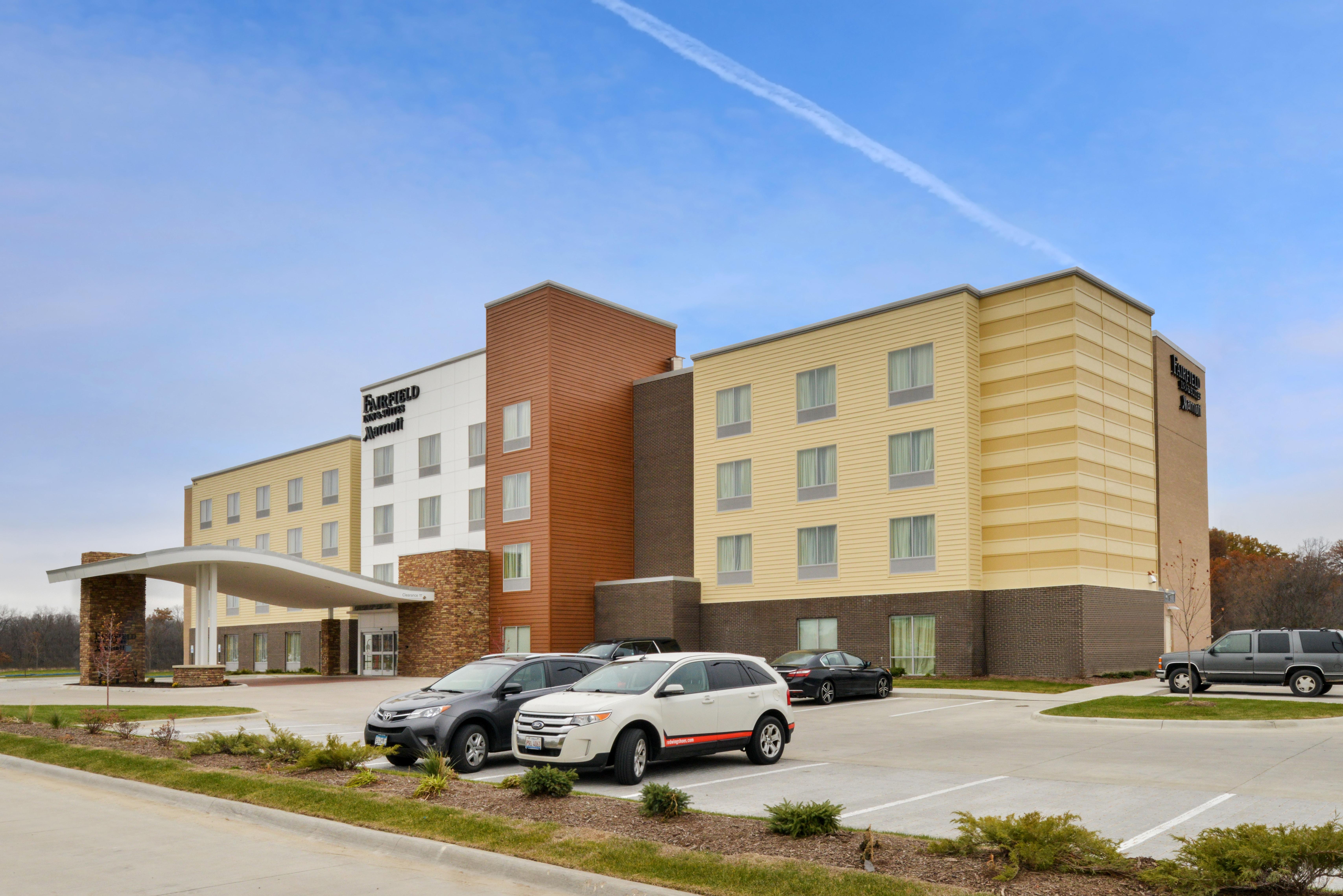 https://www.hotelsbyday.com/_data/default-hotel_image/3/16081/fis-cidco-exterior1.jpg