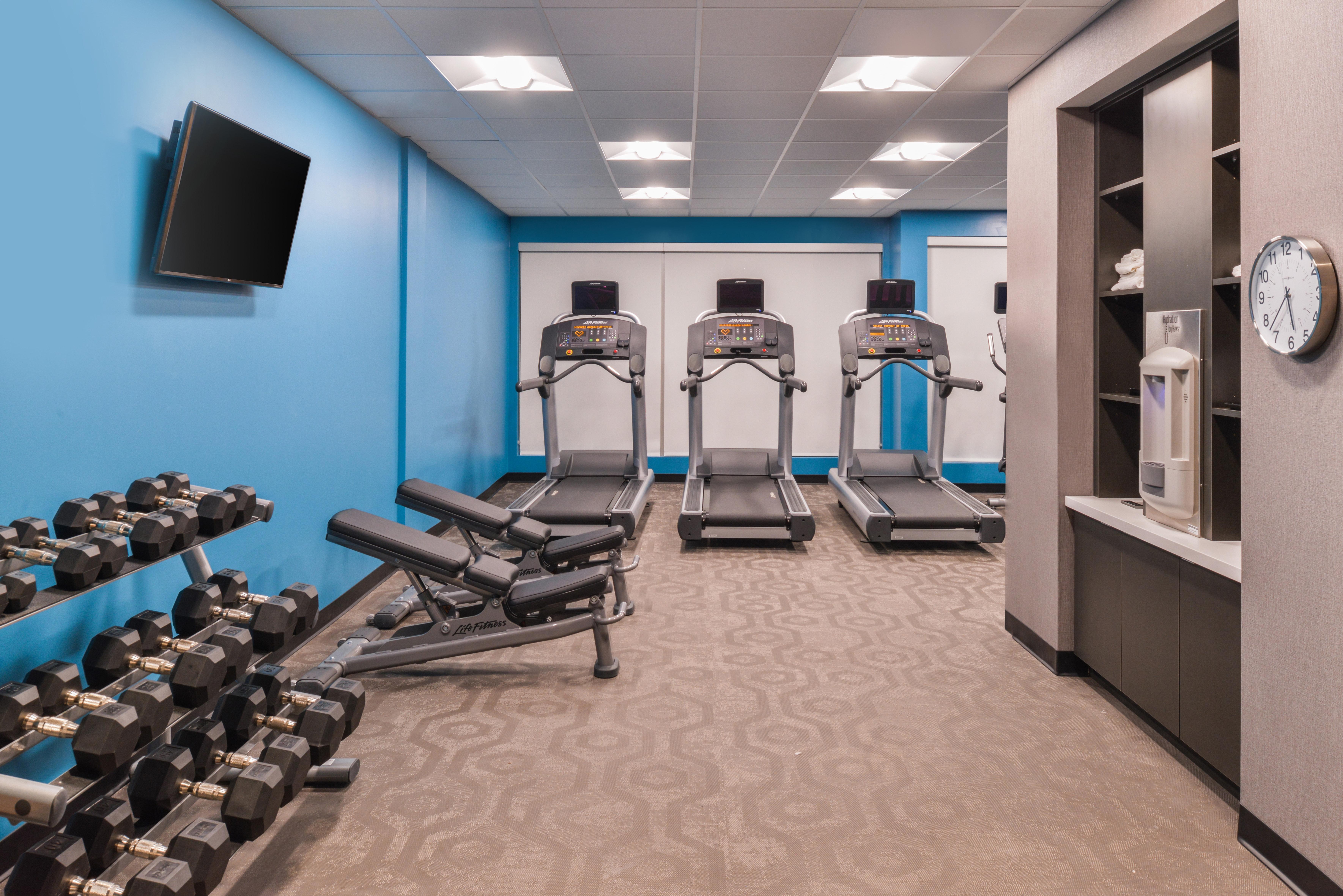 https://www.hotelsbyday.com/_data/default-hotel_image/3/16083/fis-cidco-fitnesscen-lvlpr.jpg