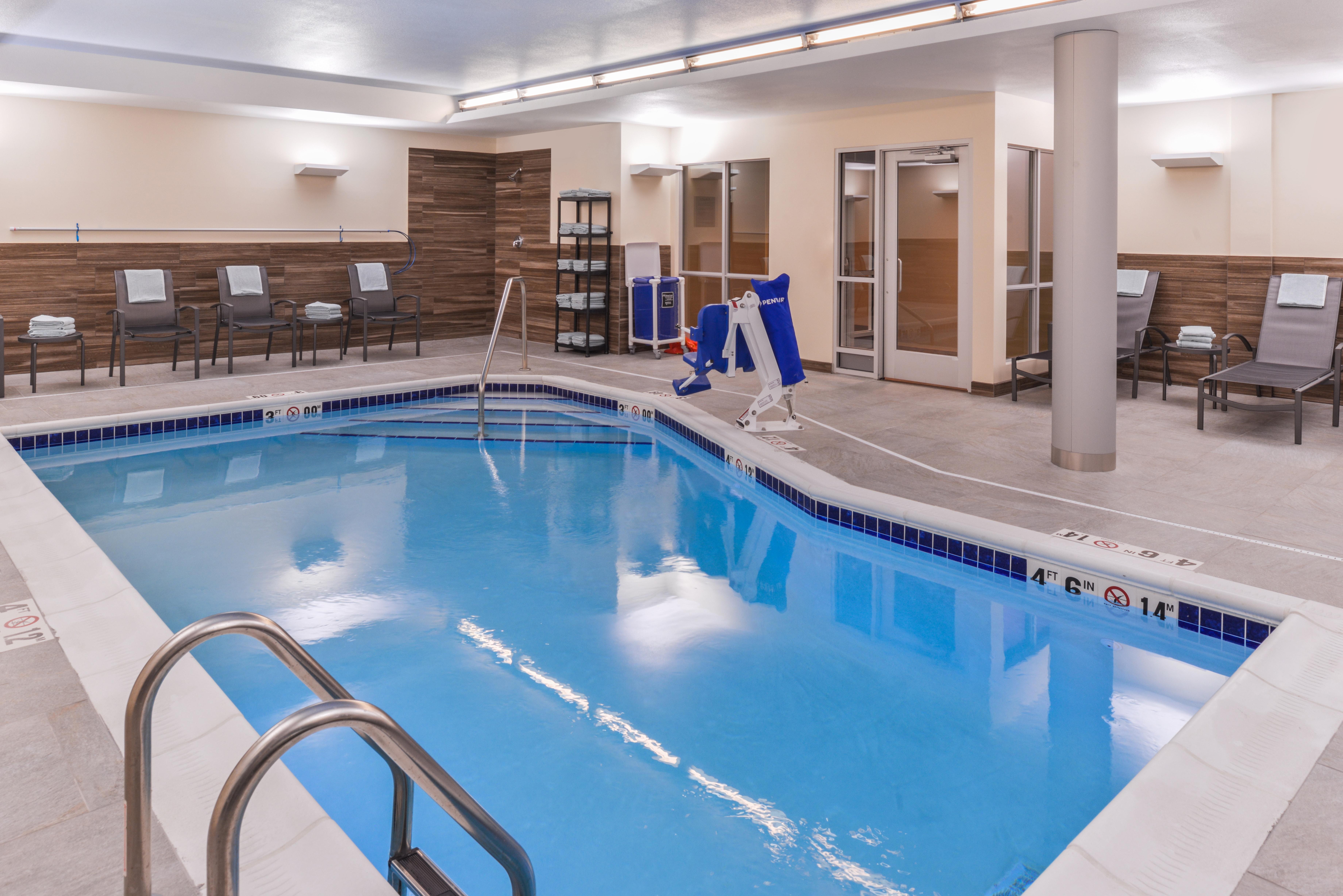 https://www.hotelsbyday.com/_data/default-hotel_image/3/16099/fis-cidco-pool1.jpg