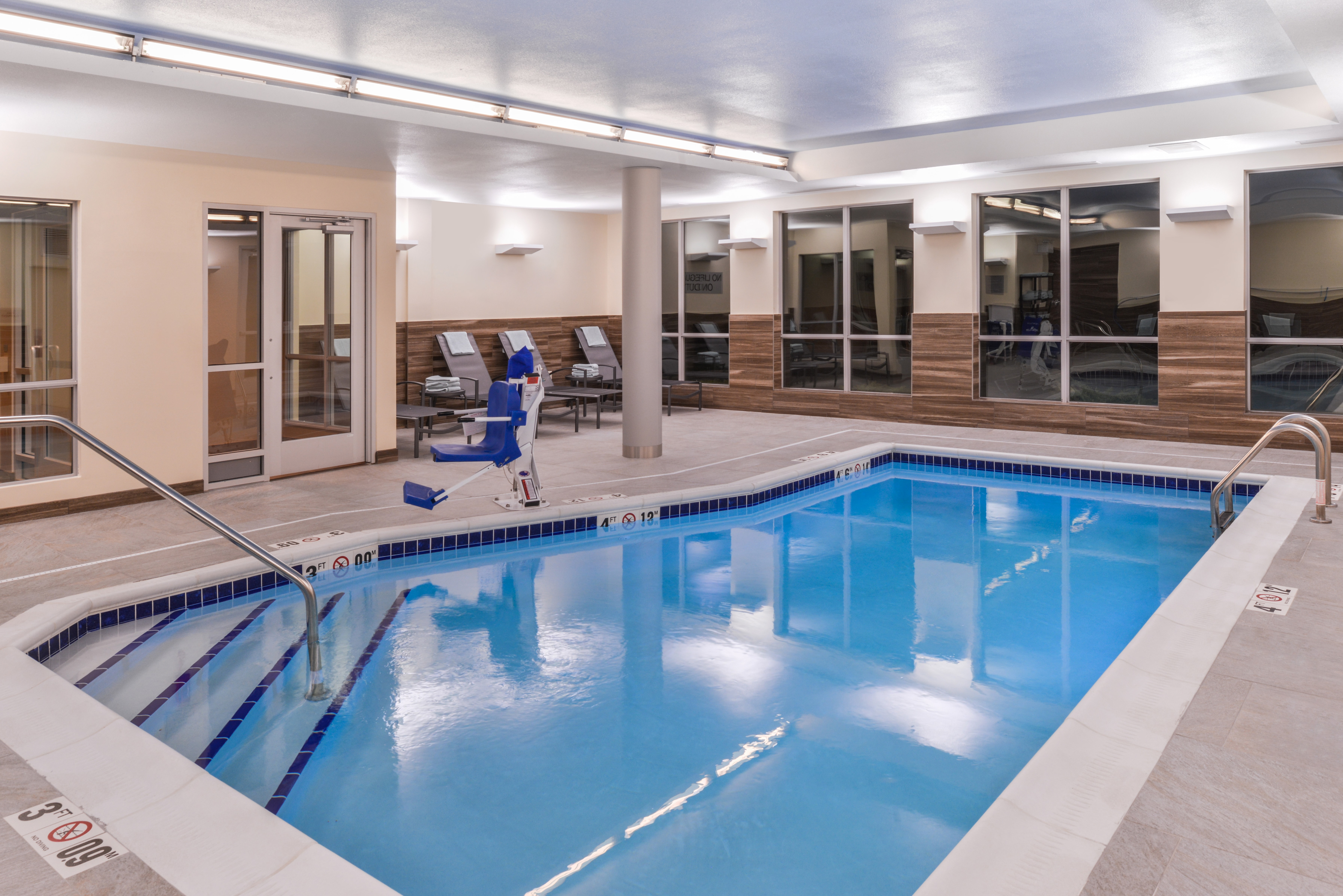 https://www.hotelsbyday.com/_data/default-hotel_image/3/16101/fis-cidco-pool2.jpg