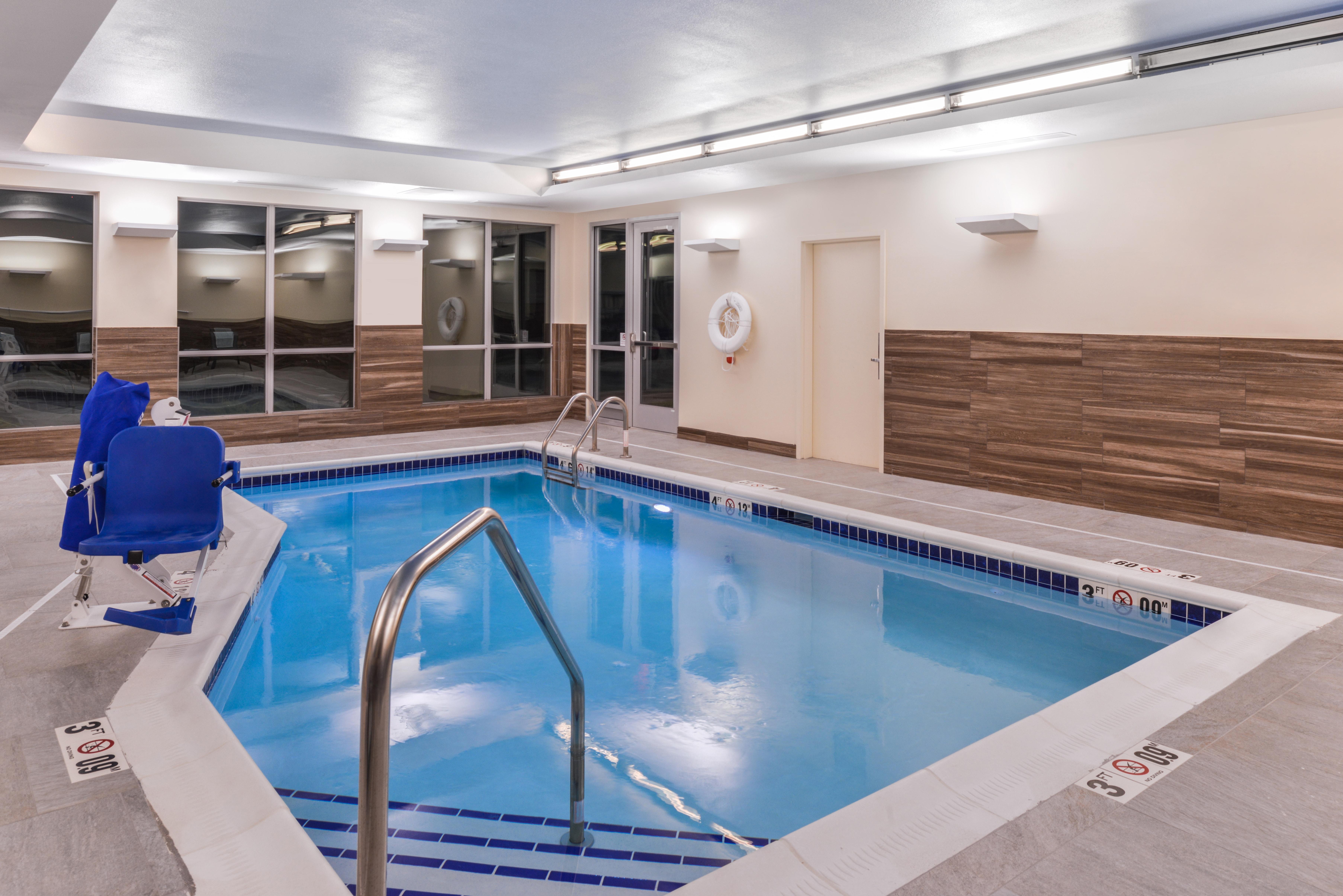 https://www.hotelsbyday.com/_data/default-hotel_image/3/16102/fis-cidco-pool3.jpg