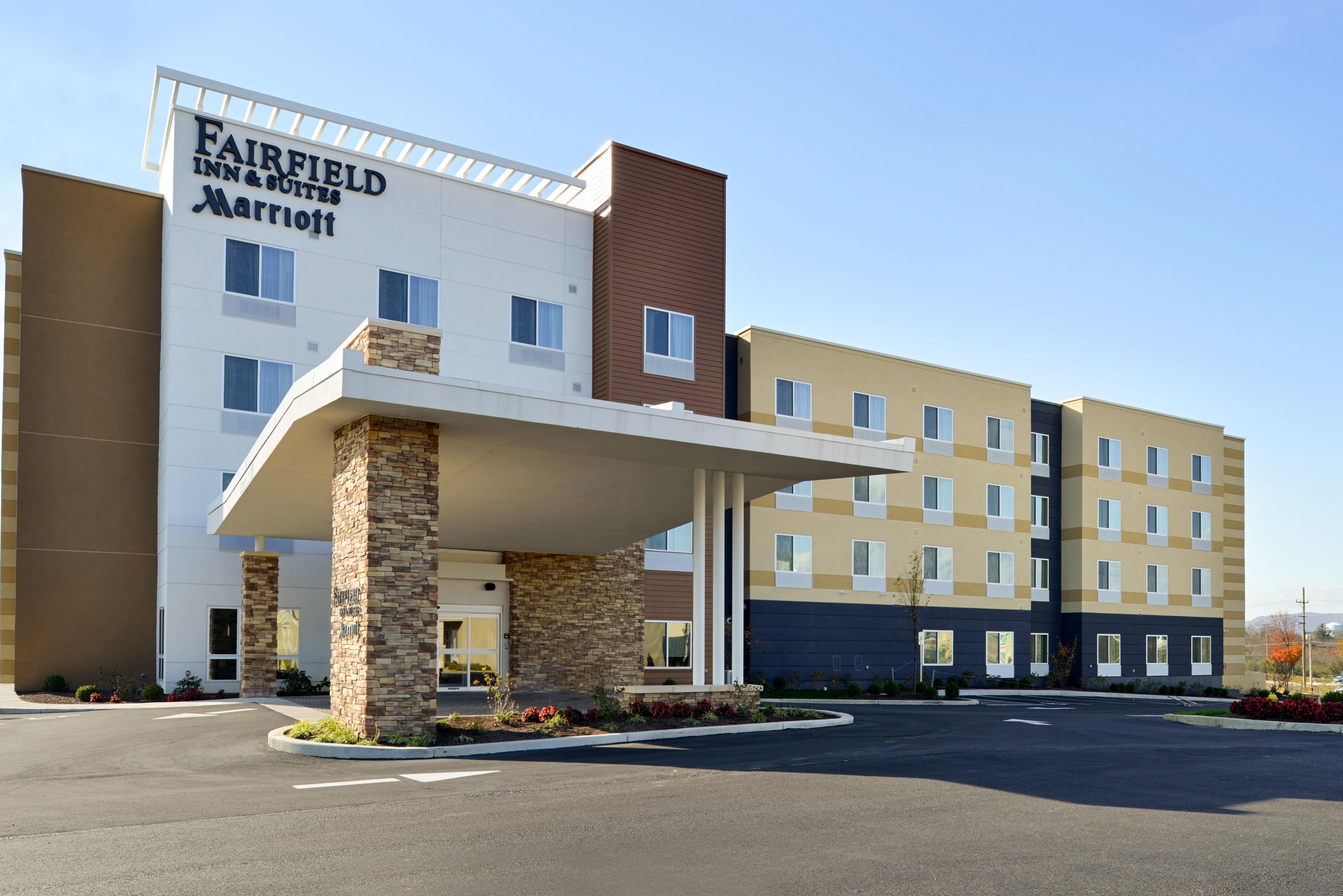 https://www.hotelsbyday.com/_data/default-hotel_image/3/16129/fis-hgrmb-exterior1.jpg