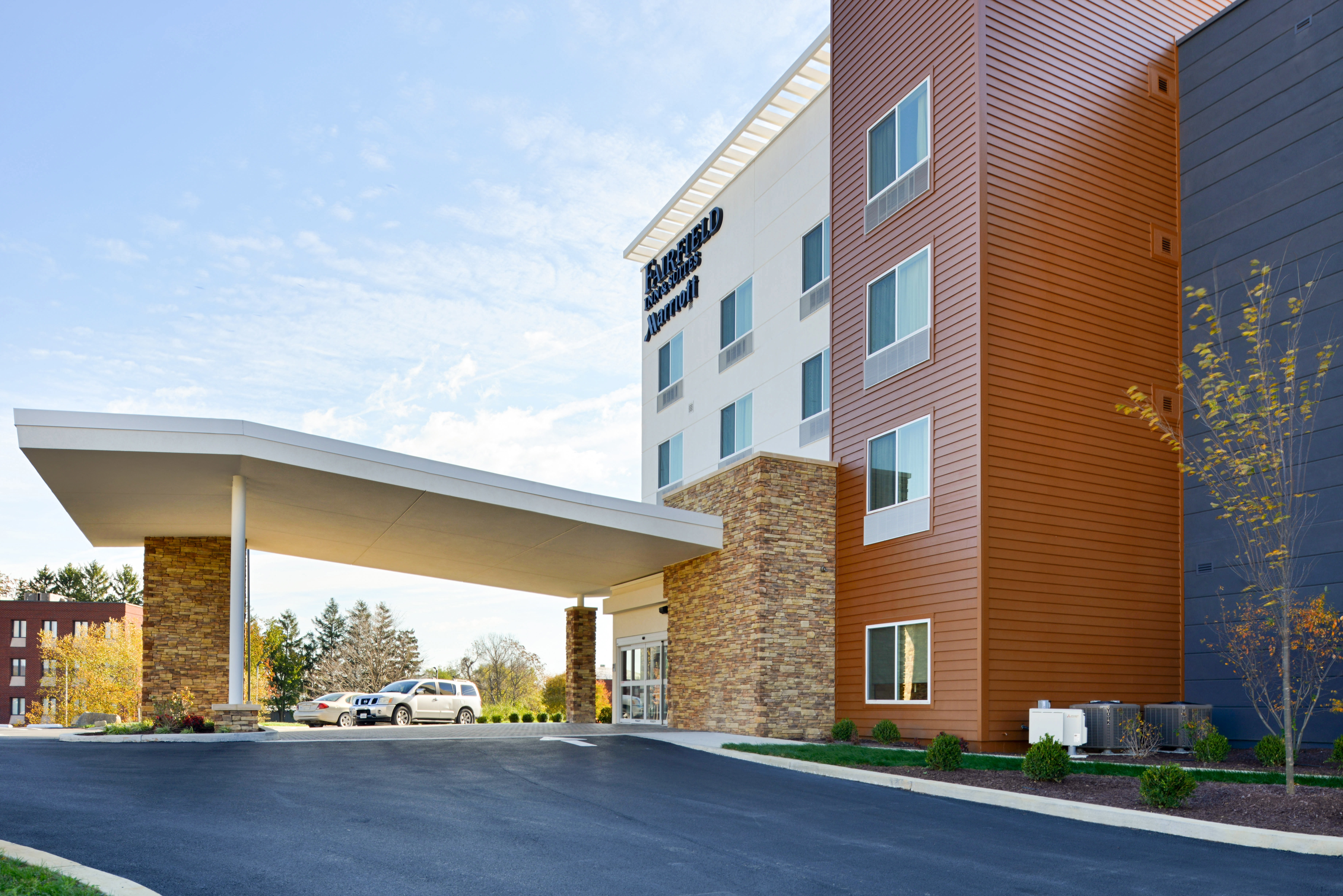 https://www.hotelsbyday.com/_data/default-hotel_image/3/16131/fis-hgrmb-exterior3.jpg
