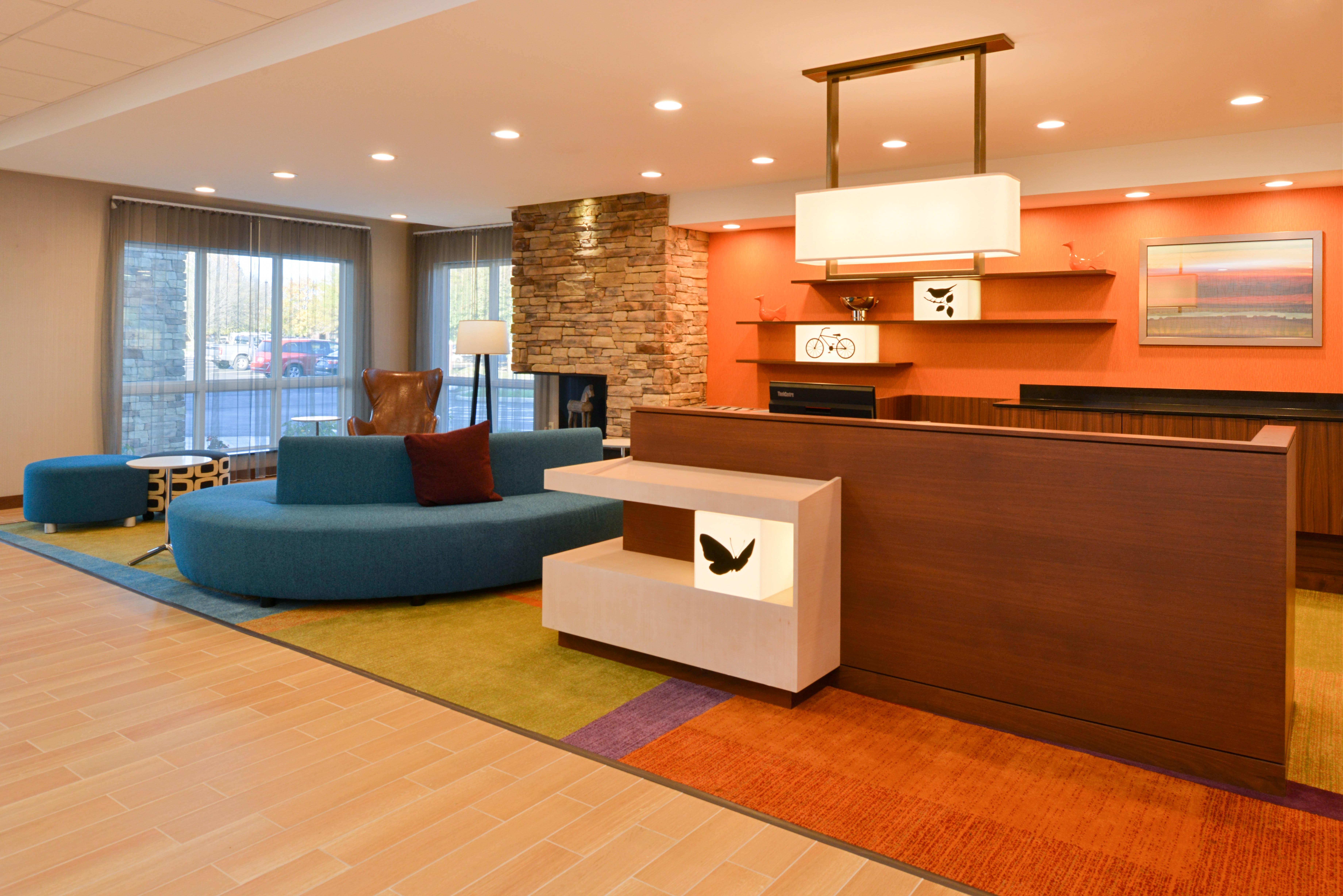 https://www.hotelsbyday.com/_data/default-hotel_image/3/16144/fis-hgrmb-lobby1.jpg
