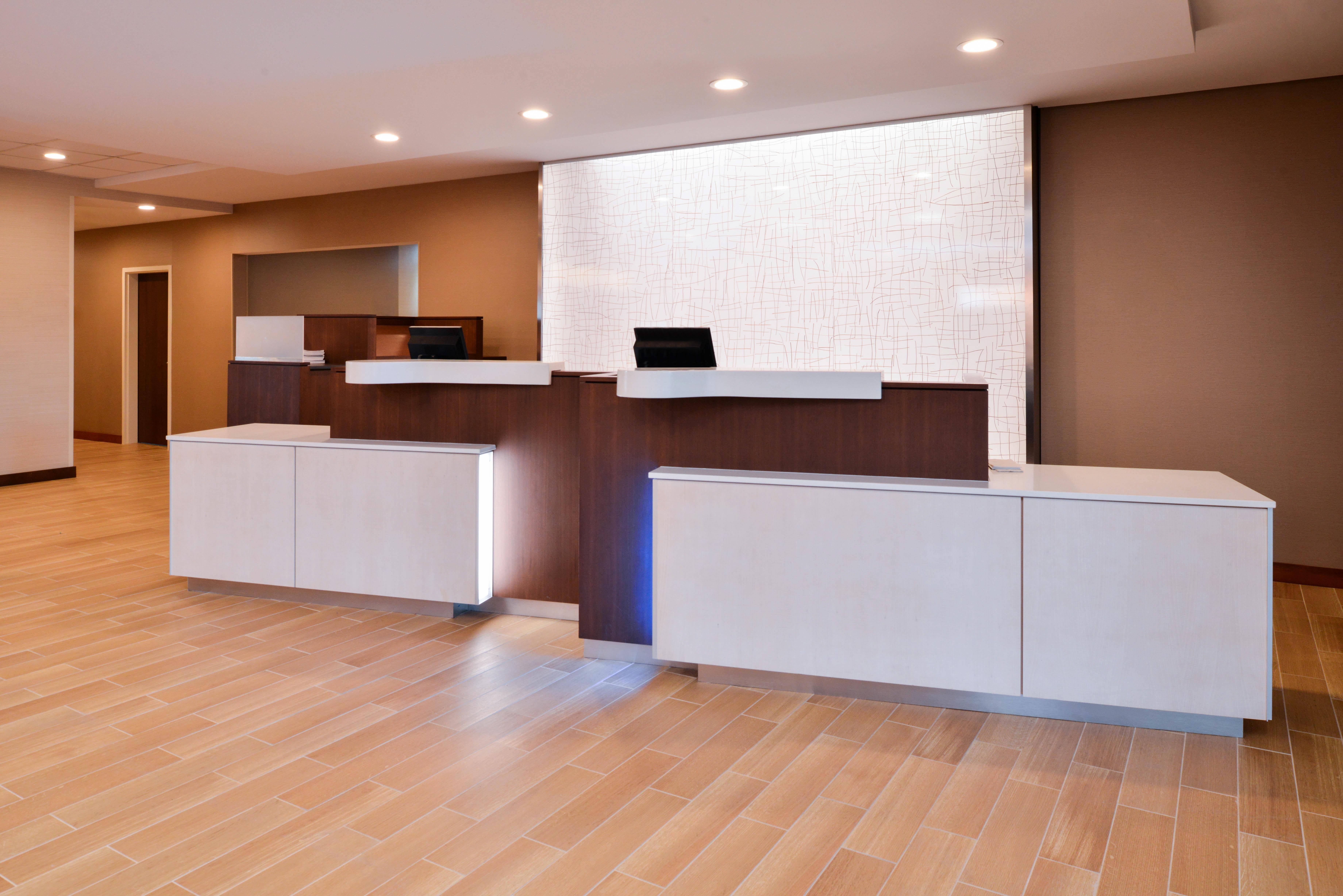 https://www.hotelsbyday.com/_data/default-hotel_image/3/16145/fis-hgrmb-lobby3.jpg