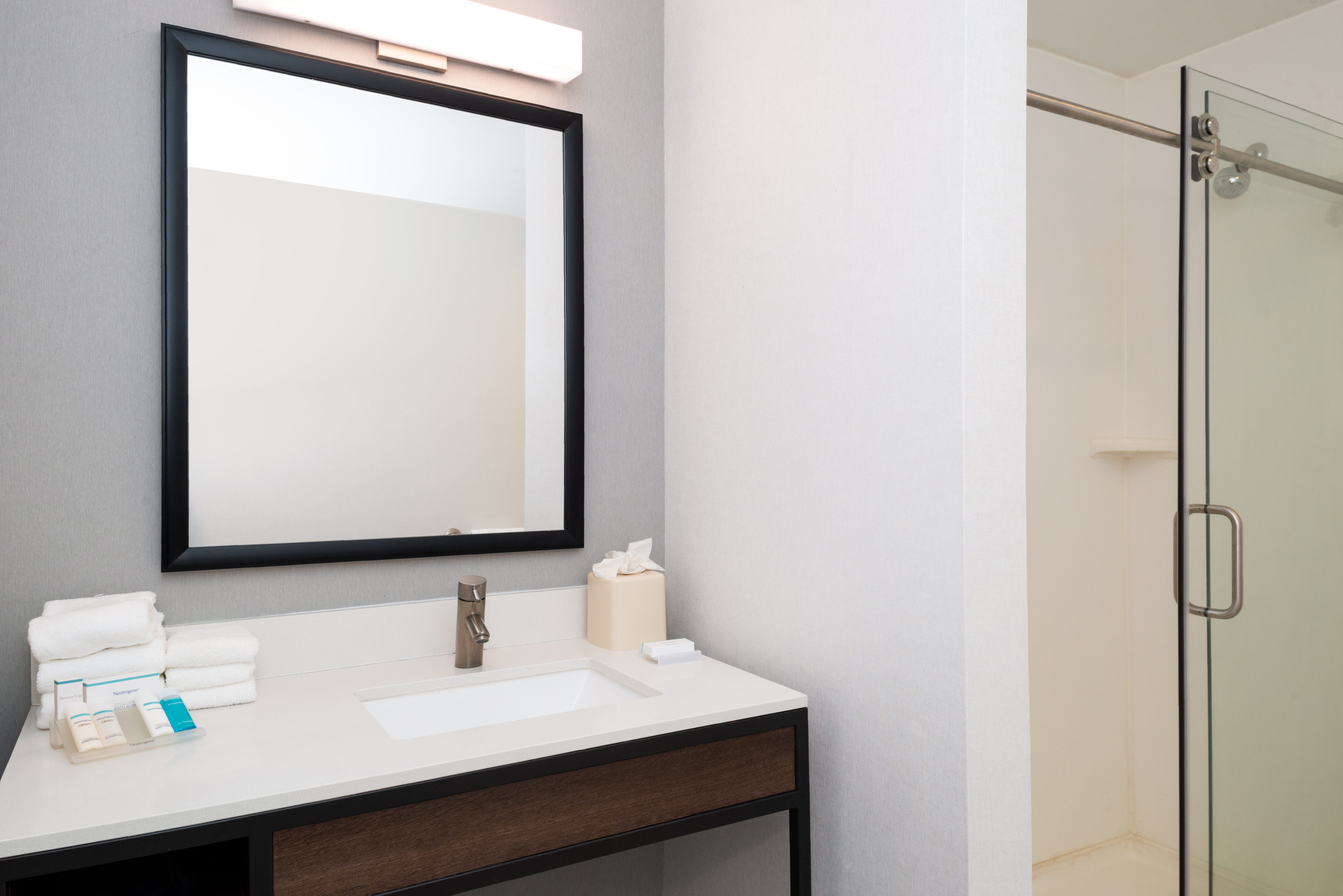 https://www.hotelsbyday.com/_data/default-hotel_image/3/16211/btrgigi-bathroom4.jpg