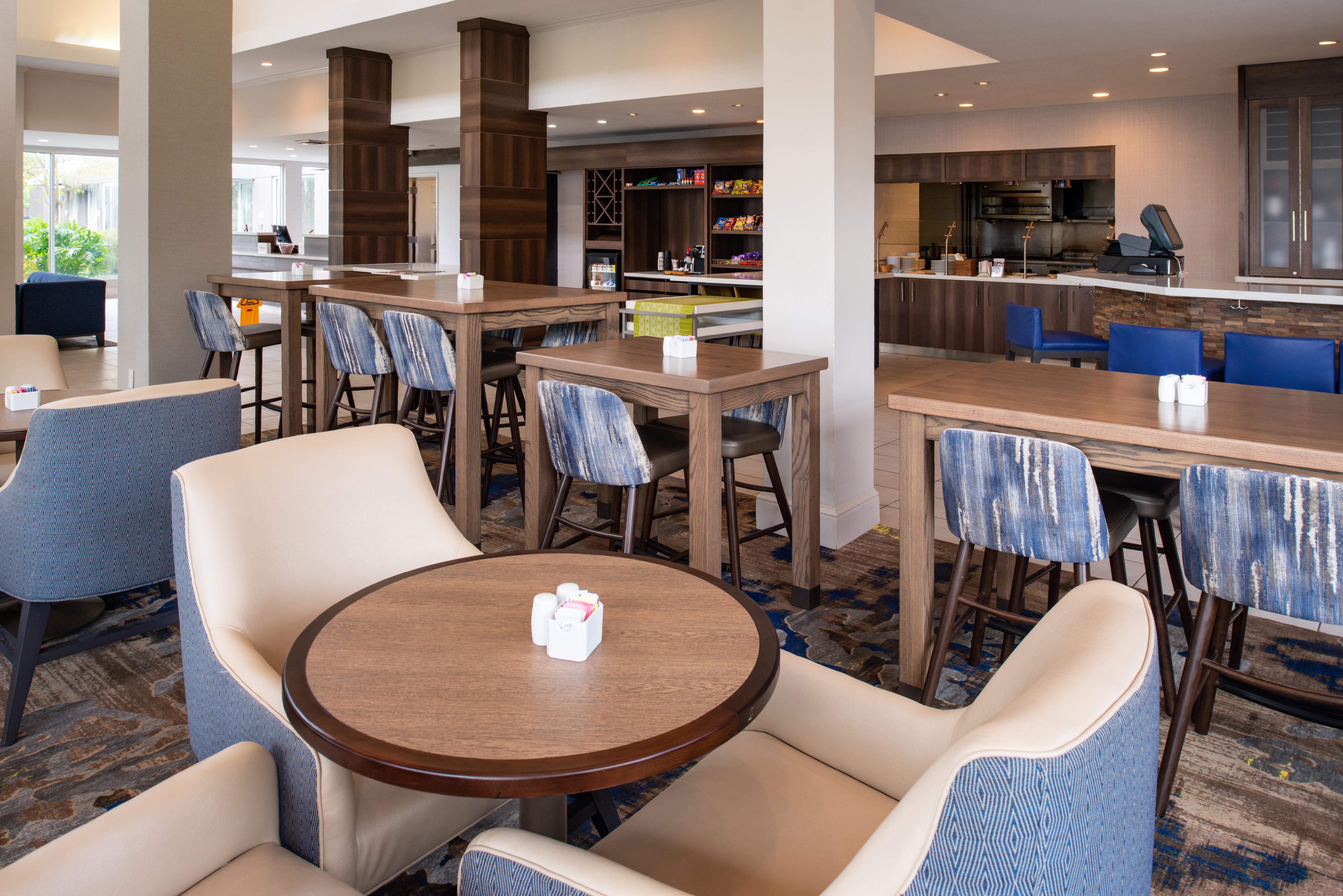 https://www.hotelsbyday.com/_data/default-hotel_image/3/16213/btrgigi-breakfastare-byaum.jpg
