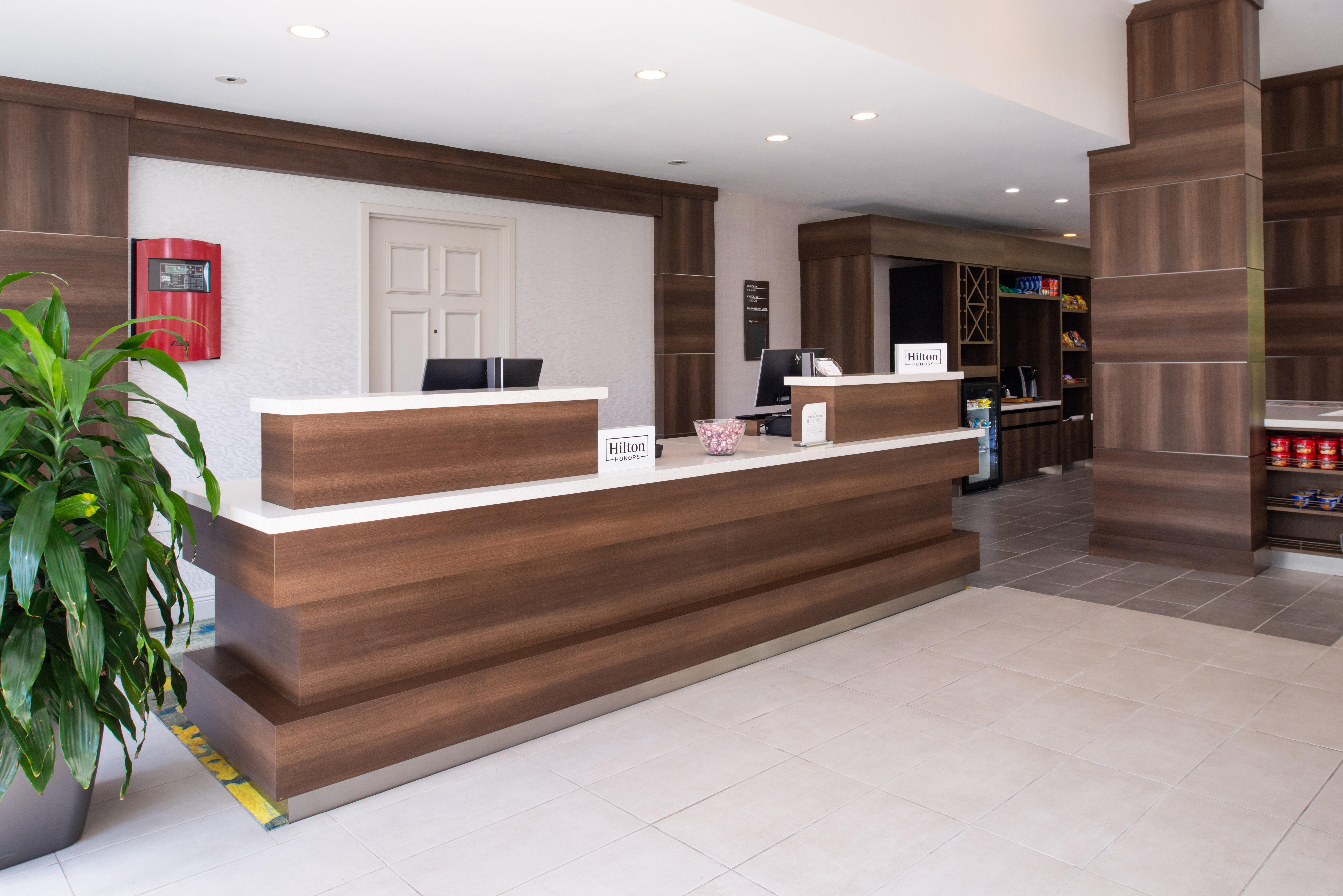 https://www.hotelsbyday.com/_data/default-hotel_image/3/16221/btrgigi-frontdesk1.jpg