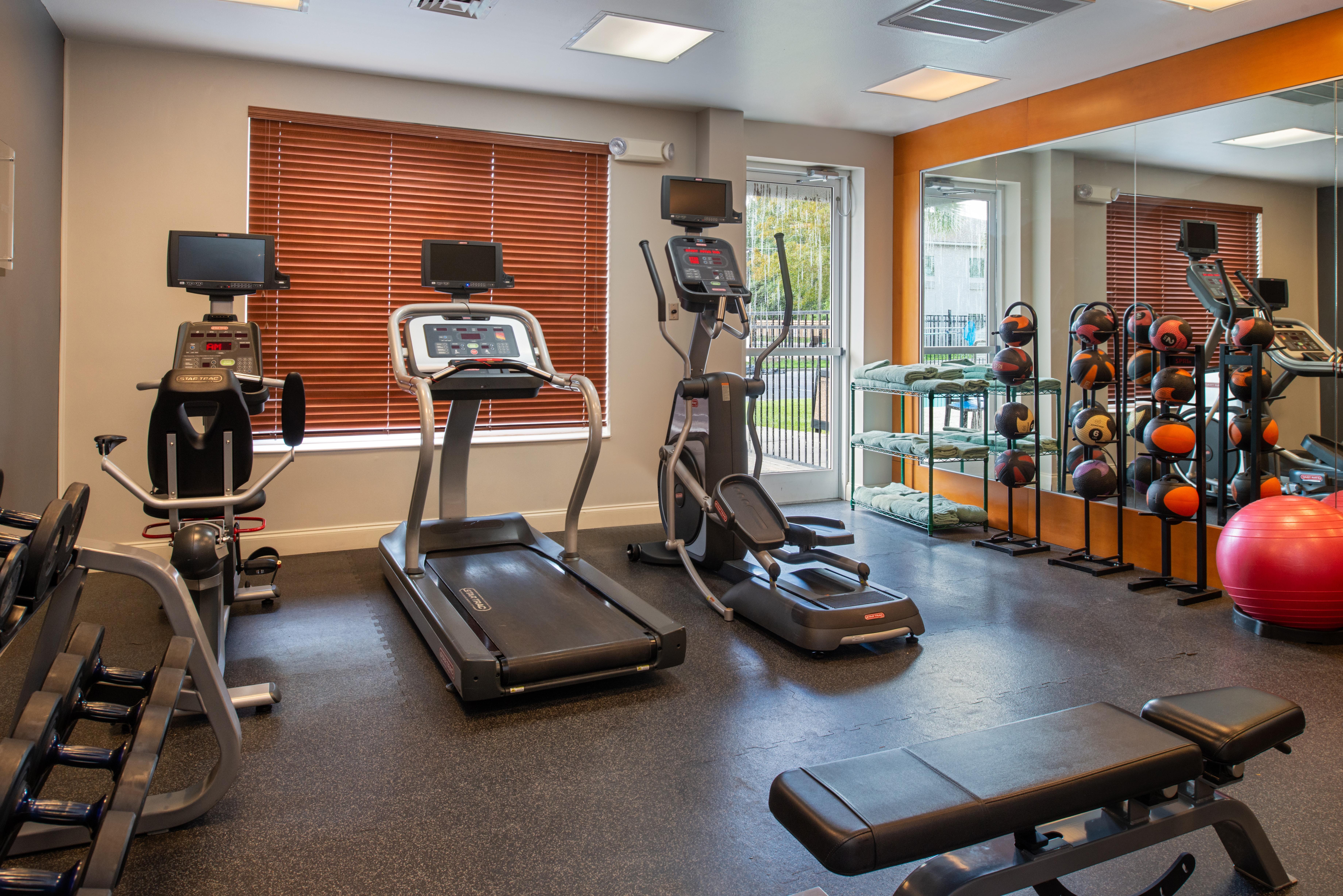 https://www.hotelsbyday.com/_data/default-hotel_image/3/16222/btrgigi-fitnesscente-rophc.jpg