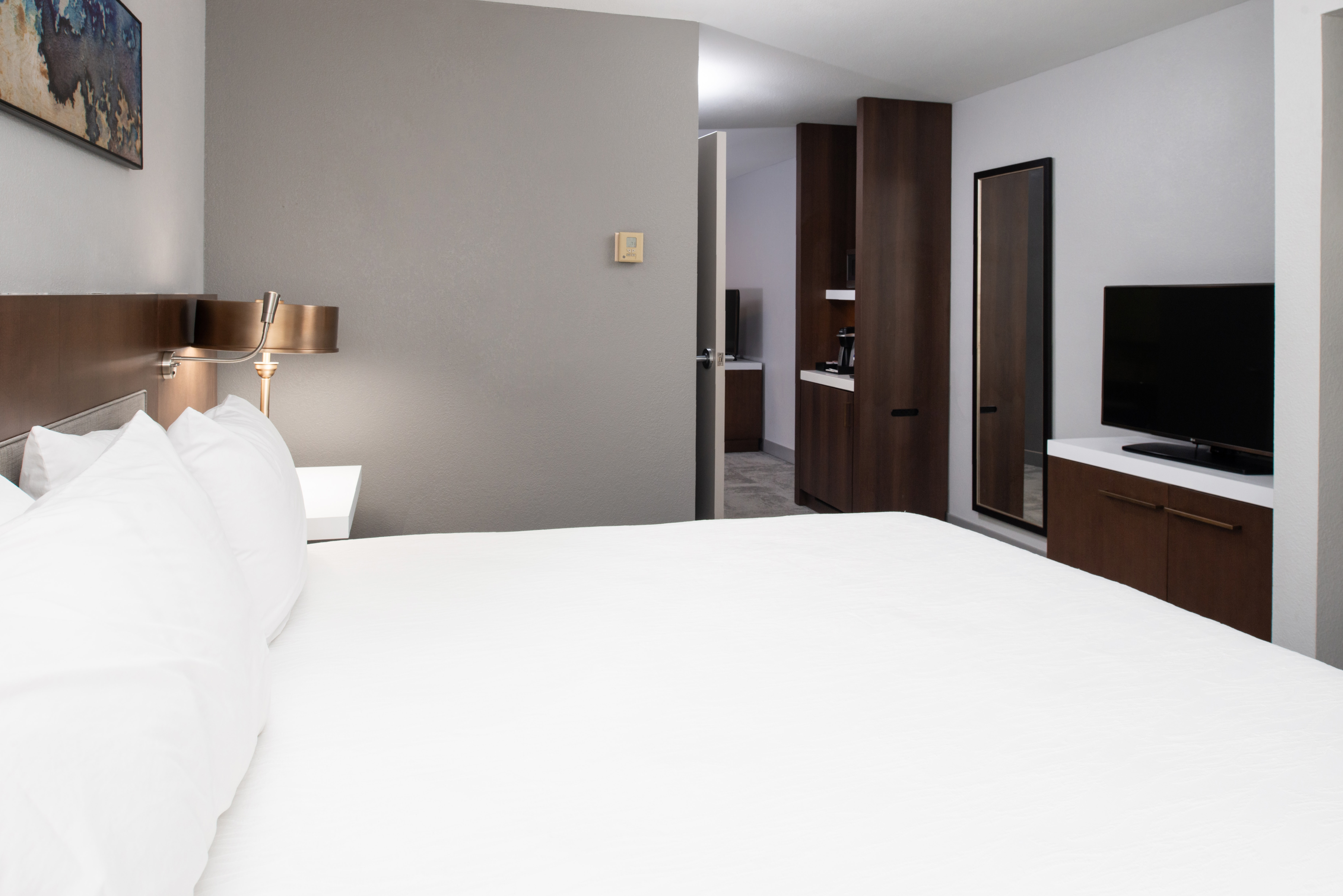 https://www.hotelsbyday.com/_data/default-hotel_image/3/16229/btrgigi-kingsuite7.jpg