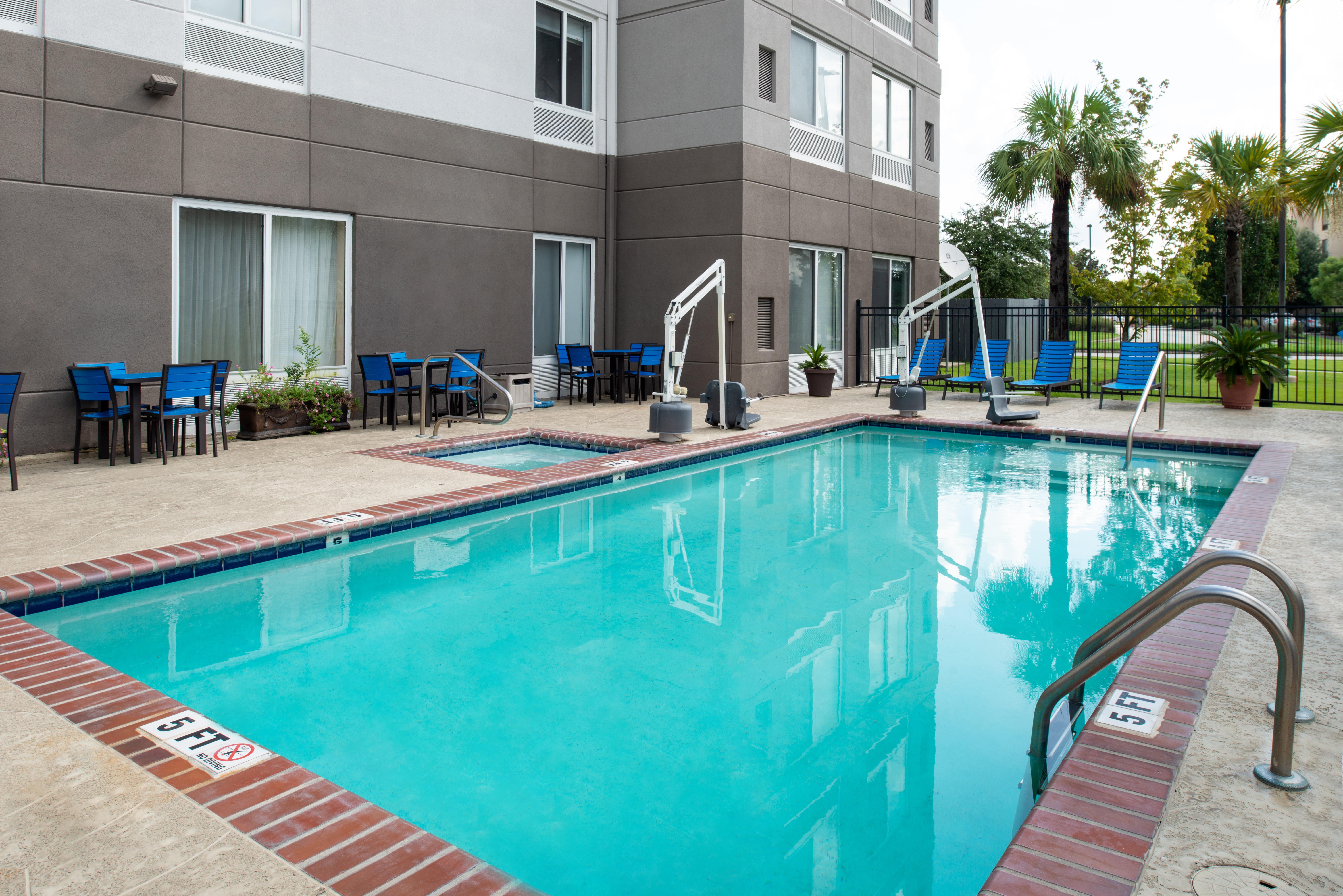 https://www.hotelsbyday.com/_data/default-hotel_image/3/16238/btrgigi-pool1.jpg