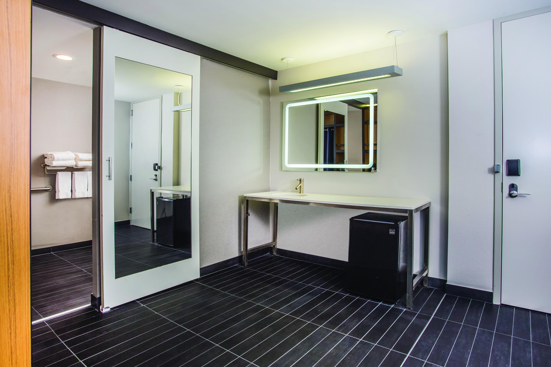https://www.hotelsbyday.com/_data/default-hotel_image/3/16323/7185-kh3.jpg