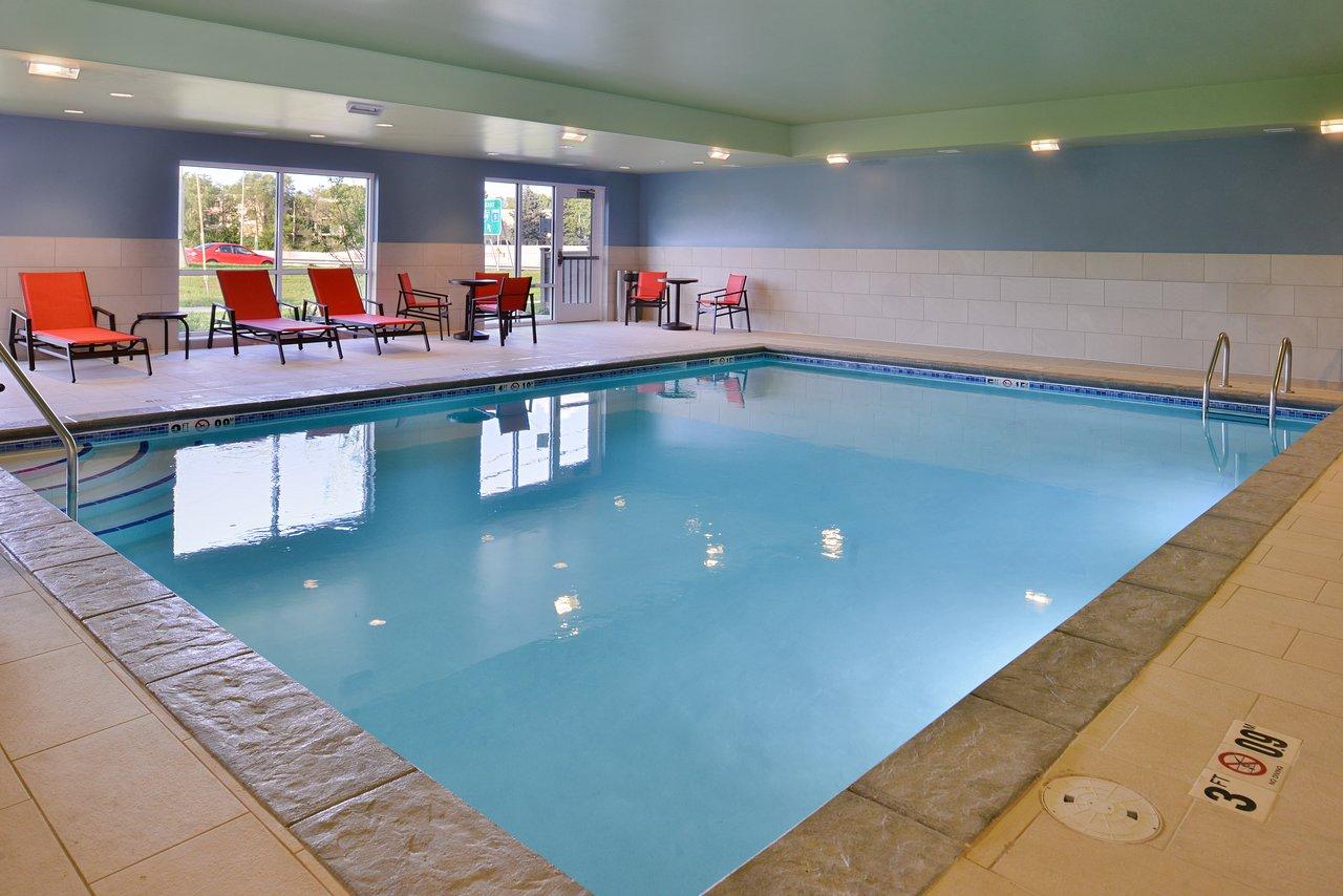 https://www.hotelsbyday.com/_data/default-hotel_image/3/16461/pool-2.jpg