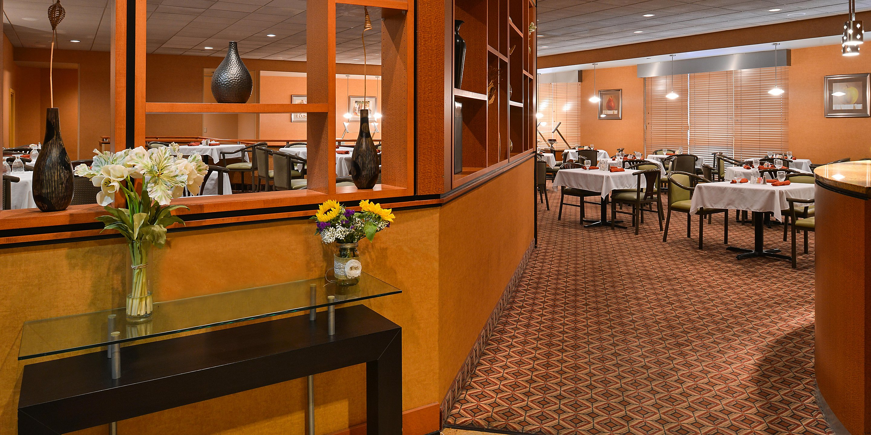 https://www.hotelsbyday.com/_data/default-hotel_image/3/16995/holiday-inn-martinsburg-4163463237-2x1.jpeg