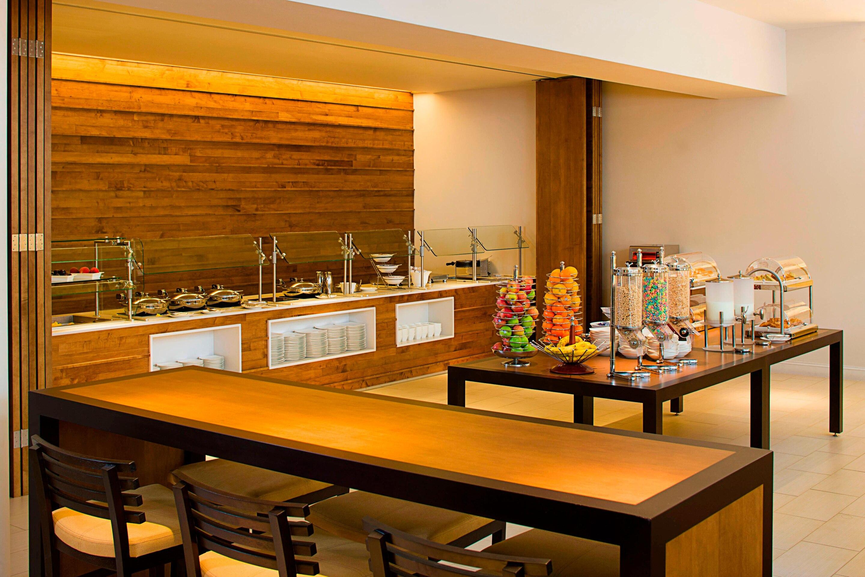 https://www.hotelsbyday.com/_data/default-hotel_image/3/17169/phlws-restaurant-2741-hor-clsc.jpg
