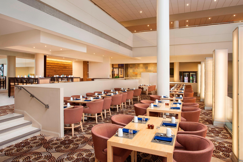 https://www.hotelsbyday.com/_data/default-hotel_image/3/17173/phlws-restaurant-2219-hor-clsc.jpg