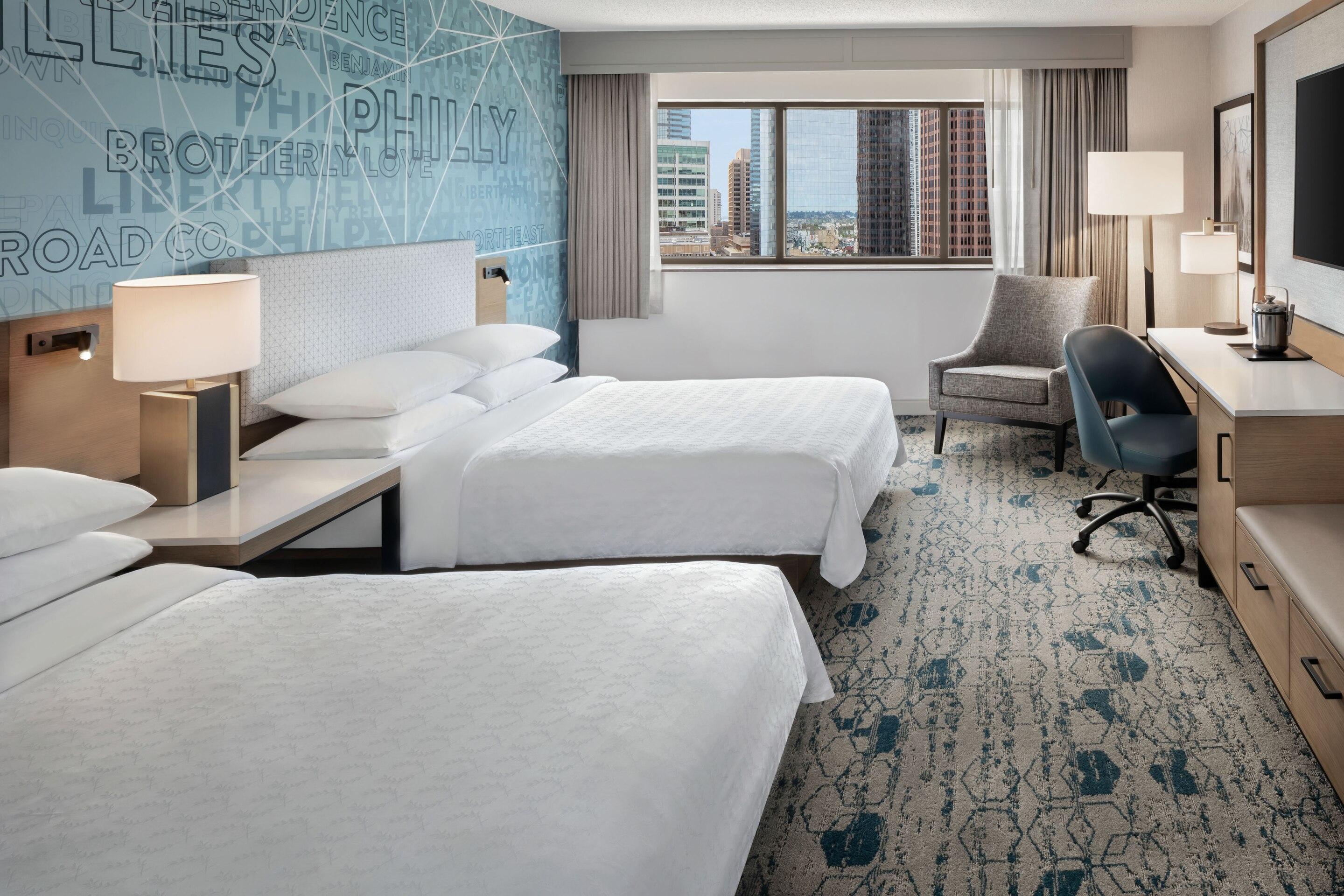 https://www.hotelsbyday.com/_data/default-hotel_image/3/17176/phlws-double-guestroom-3672-hor-clsc.jpg