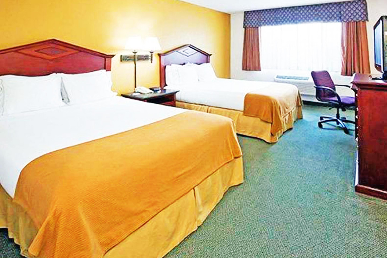 https://www.hotelsbyday.com/_data/default-hotel_image/3/17301/bed-double-6.jpg