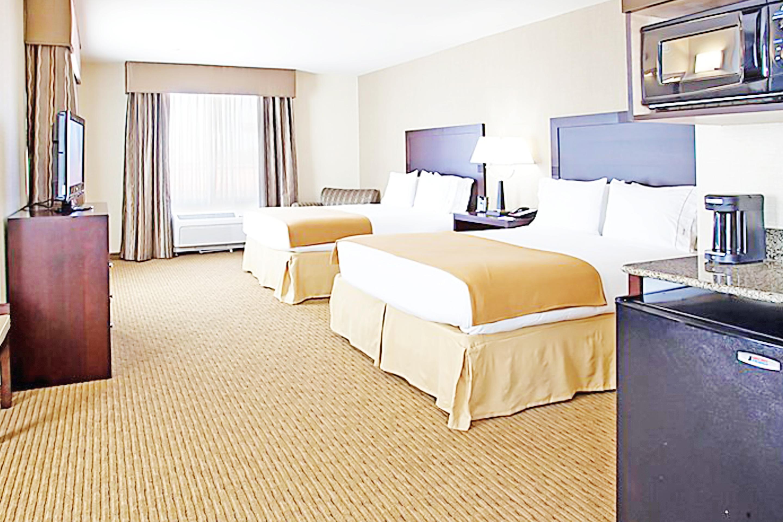 https://www.hotelsbyday.com/_data/default-hotel_image/3/17302/bed-double-5.jpg