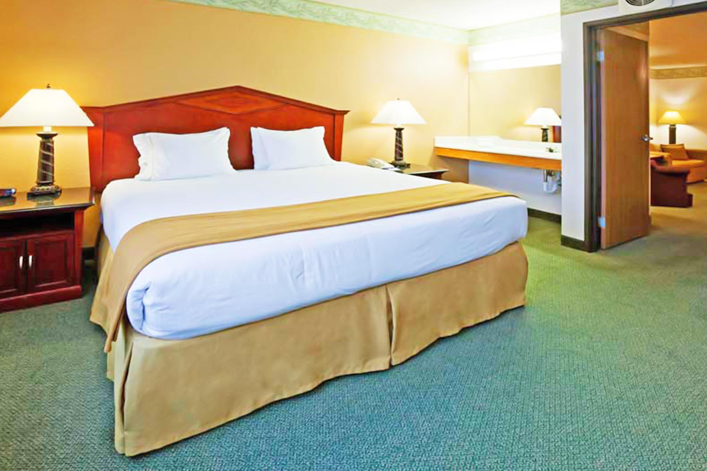 https://www.hotelsbyday.com/_data/default-hotel_image/3/17303/bed-single-2.jpg