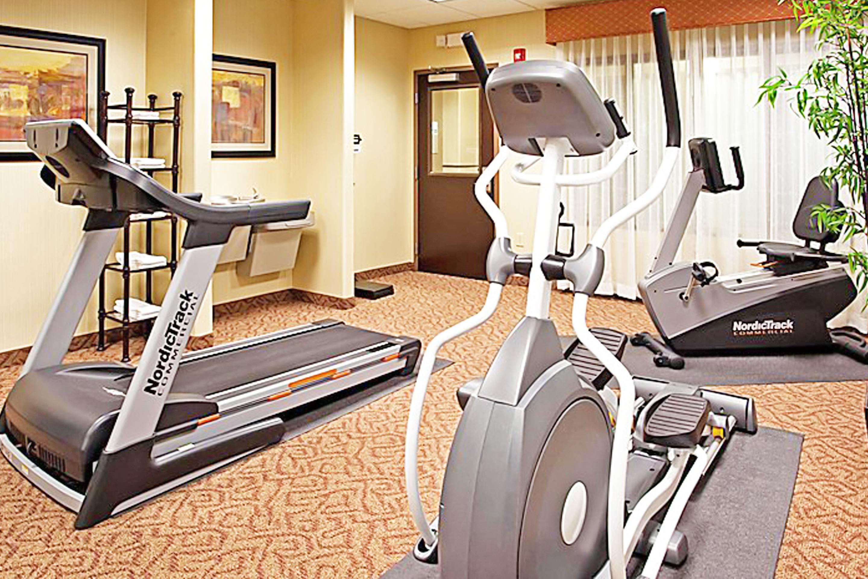 https://www.hotelsbyday.com/_data/default-hotel_image/3/17326/gym-5.jpg