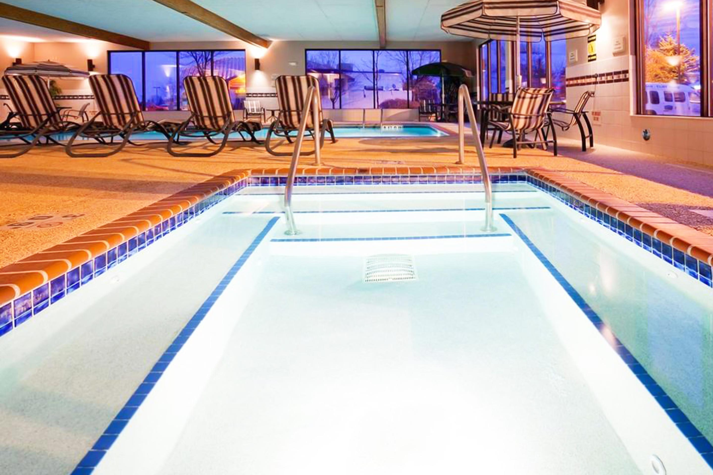 https://www.hotelsbyday.com/_data/default-hotel_image/3/17335/pool-2.jpg