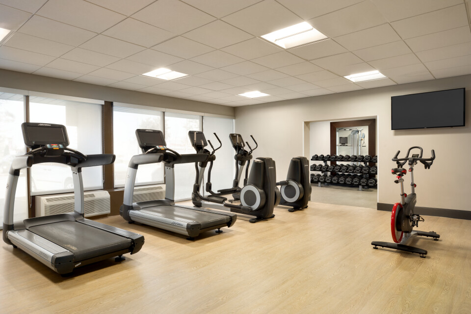 https://www.hotelsbyday.com/_data/default-hotel_image/3/17380/fitness-center-1419515.jpg
