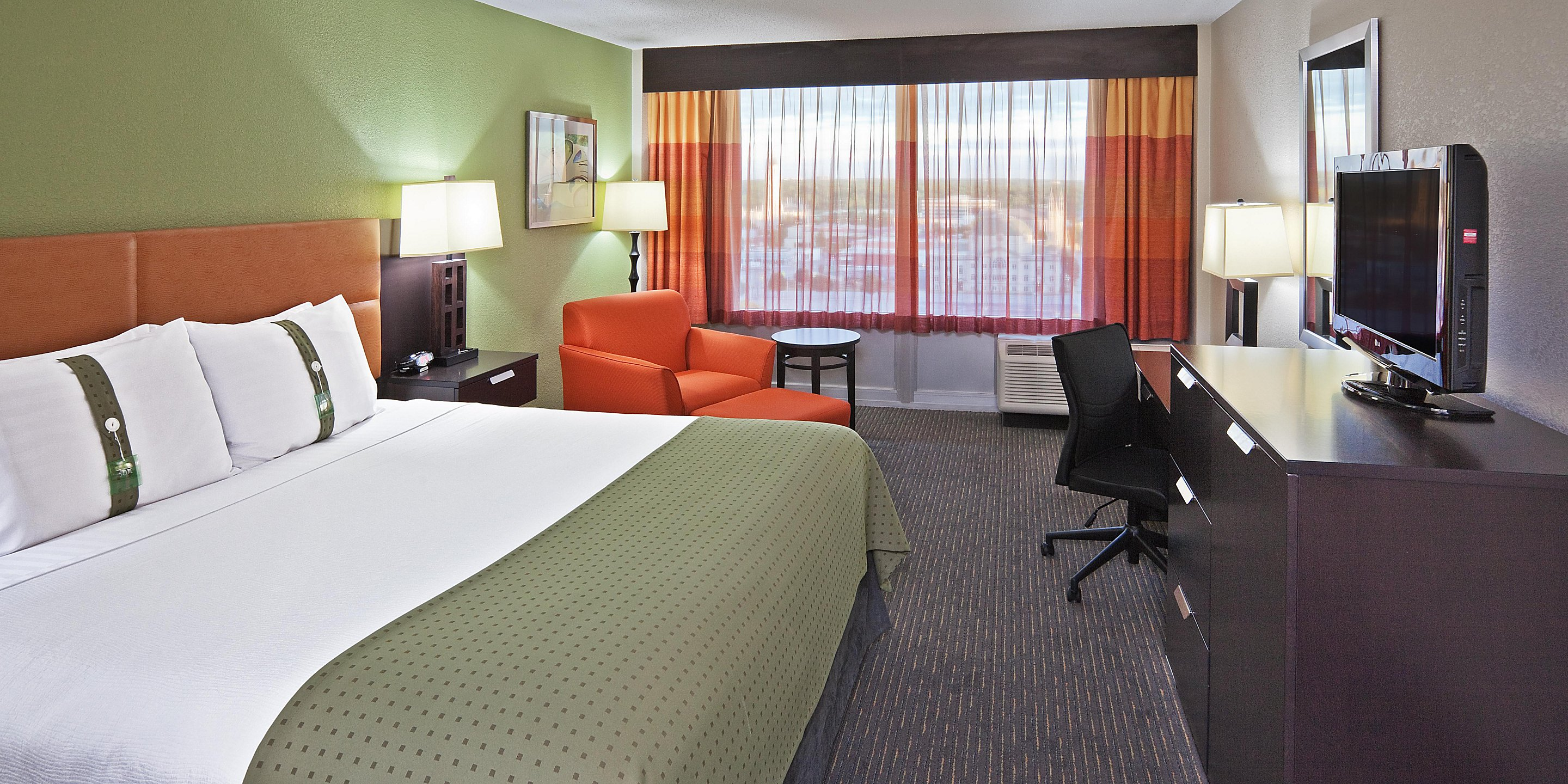 https://www.hotelsbyday.com/_data/default-hotel_image/3/17482/holiday-inn-tulsa-2533396774-2x1.jpeg