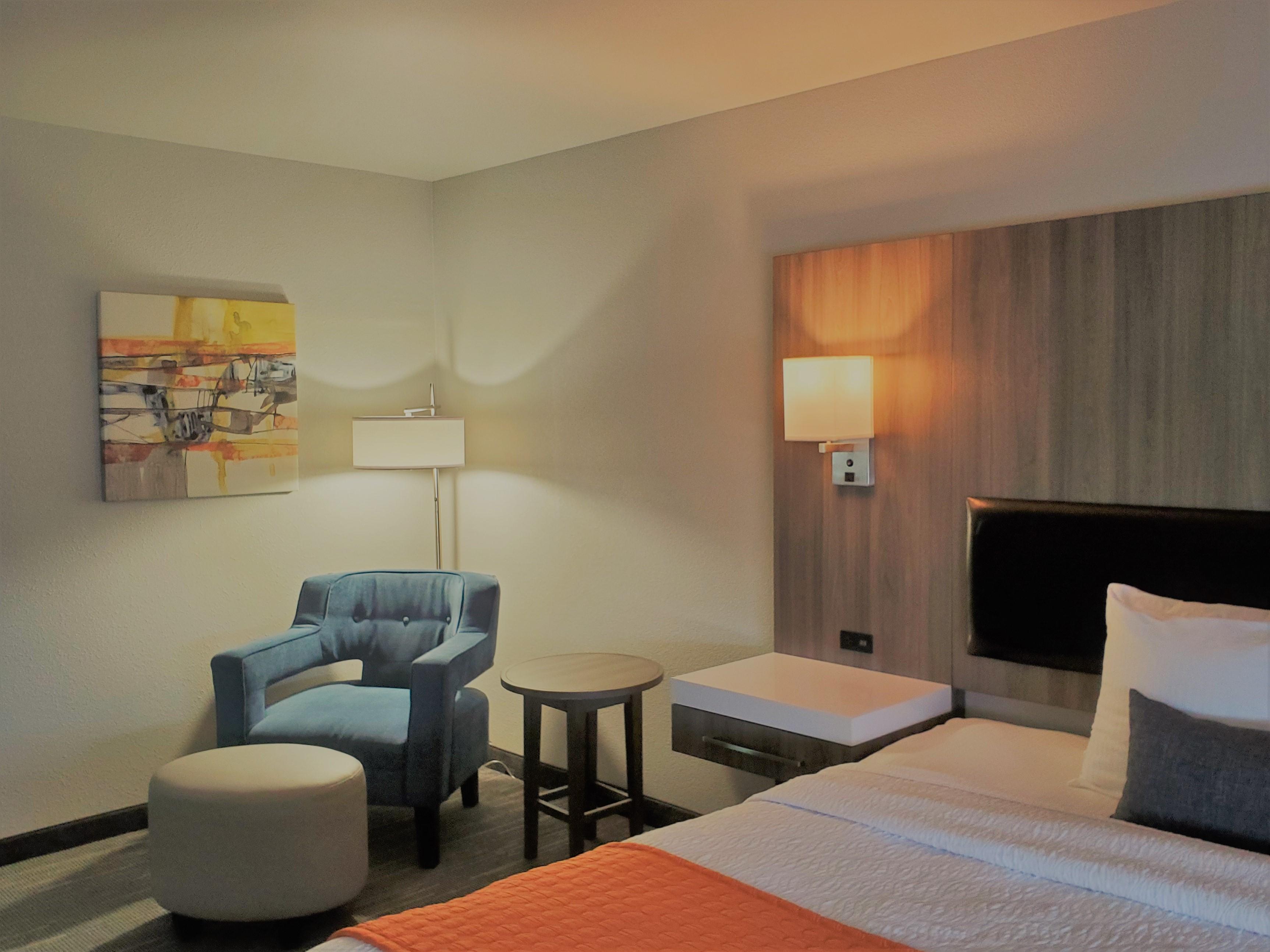 https://www.hotelsbyday.com/_data/default-hotel_image/3/17513/king-bed.jpg