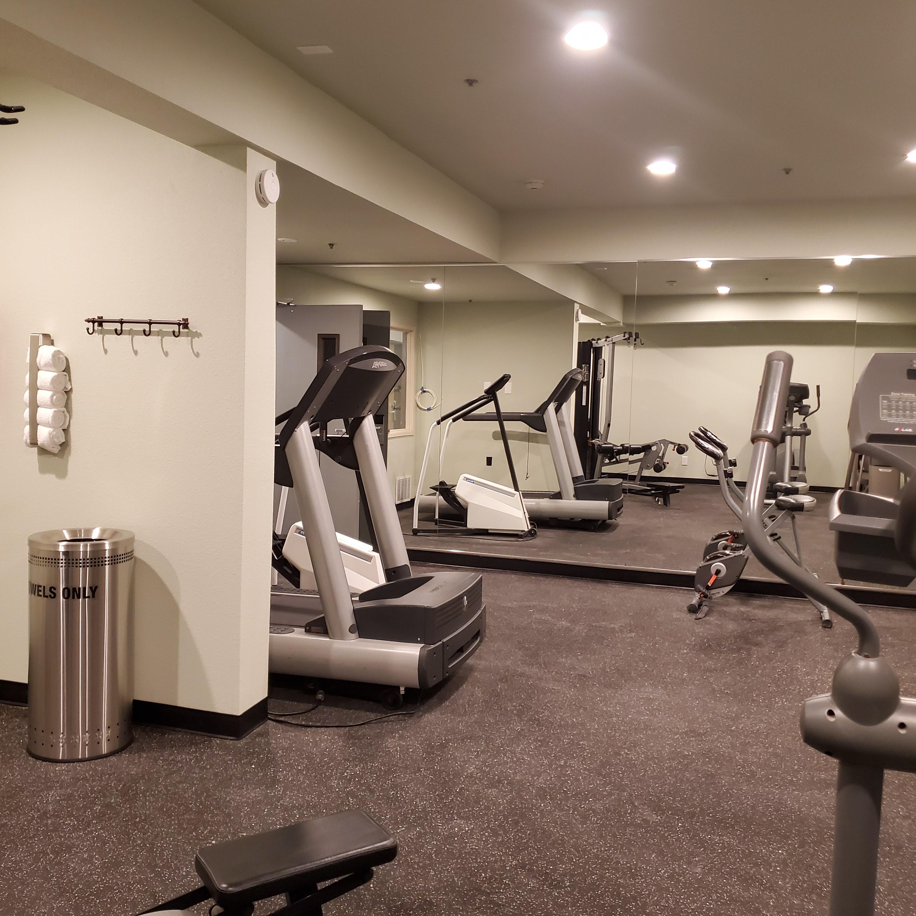 https://www.hotelsbyday.com/_data/default-hotel_image/3/17514/fitness-5.jpg