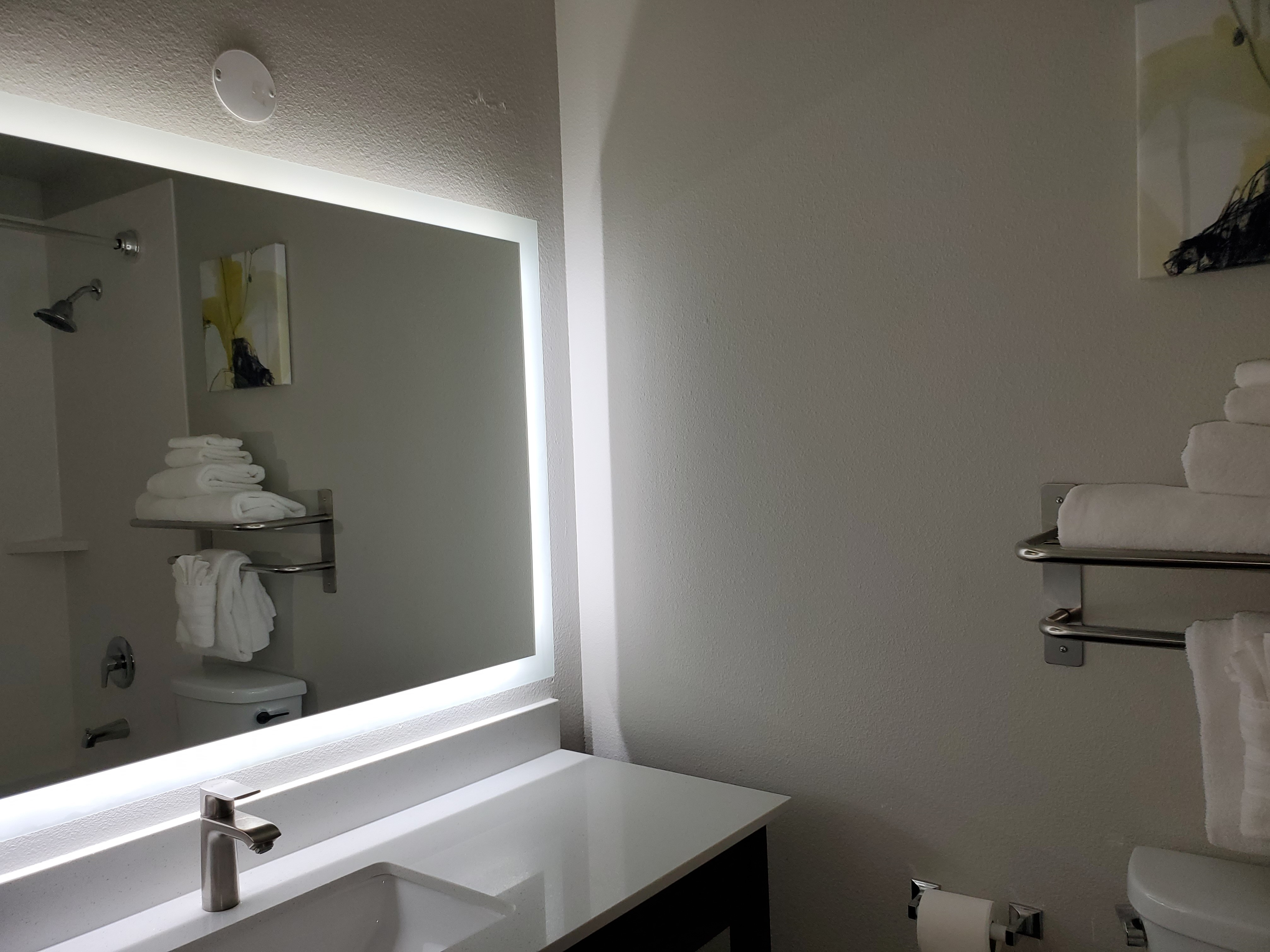 https://www.hotelsbyday.com/_data/default-hotel_image/3/17518/guest-br.jpg