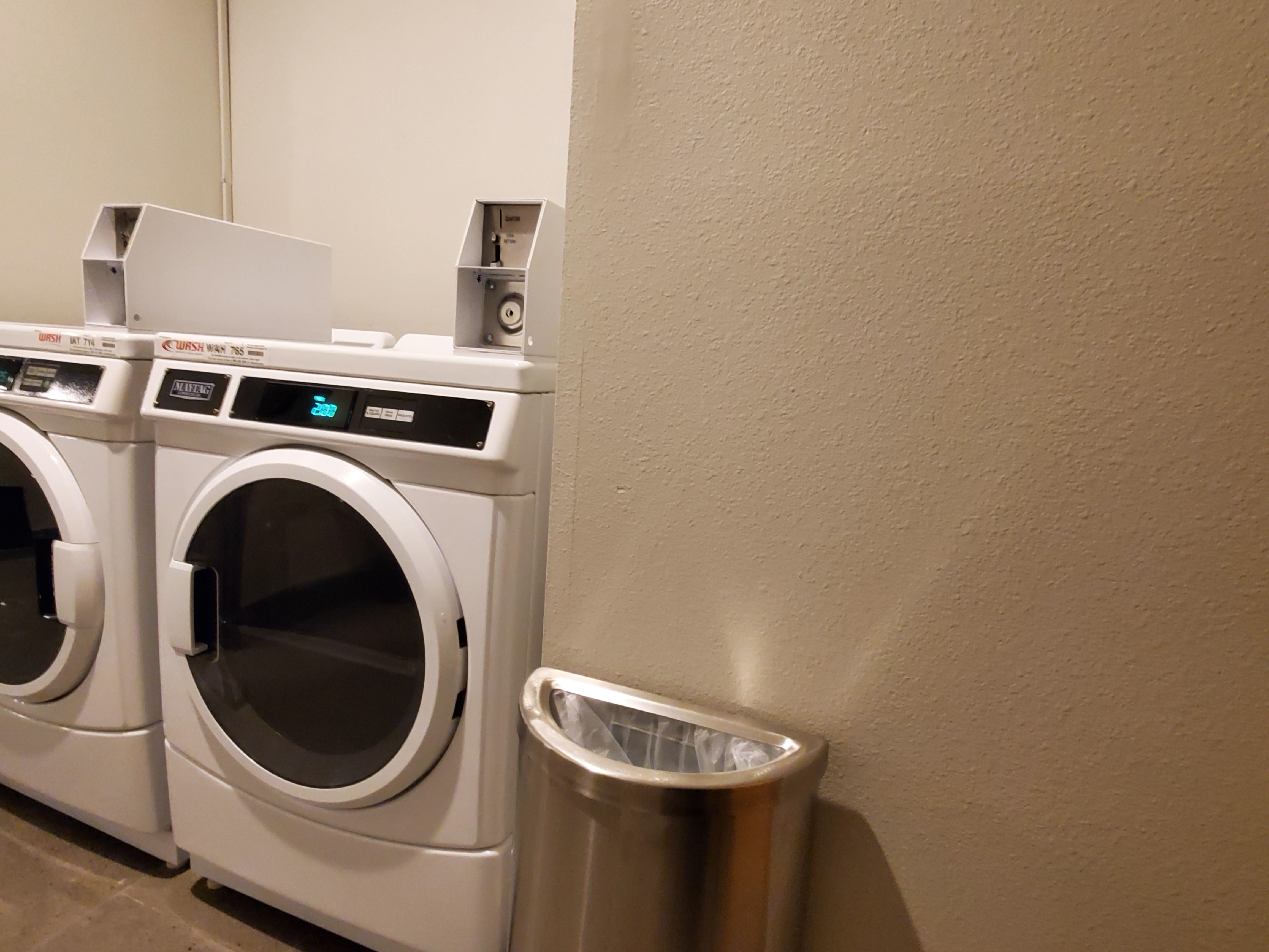 https://www.hotelsbyday.com/_data/default-hotel_image/3/17525/guest-laundry.jpg