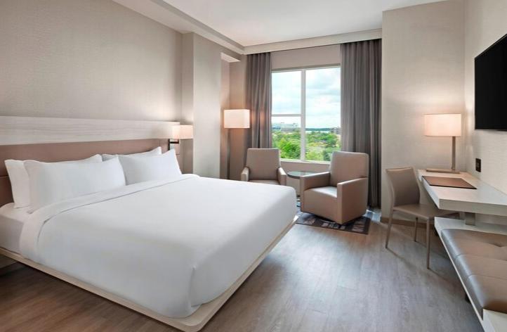 https://www.hotelsbyday.com/_data/default-hotel_image/3/17546/screenshot-2020-06-07-at-3-05-55-pm.png