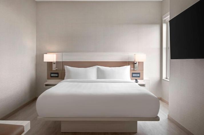 https://www.hotelsbyday.com/_data/default-hotel_image/3/17547/screenshot-2020-06-07-at-3-04-54-pm.png