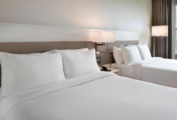 https://www.hotelsbyday.com/_data/default-hotel_image/3/17548/screenshot-2020-06-07-at-3-06-07-pm.png