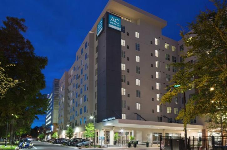 https://www.hotelsbyday.com/_data/default-hotel_image/3/17559/screenshot-2020-06-07-at-3-07-12-pm.png