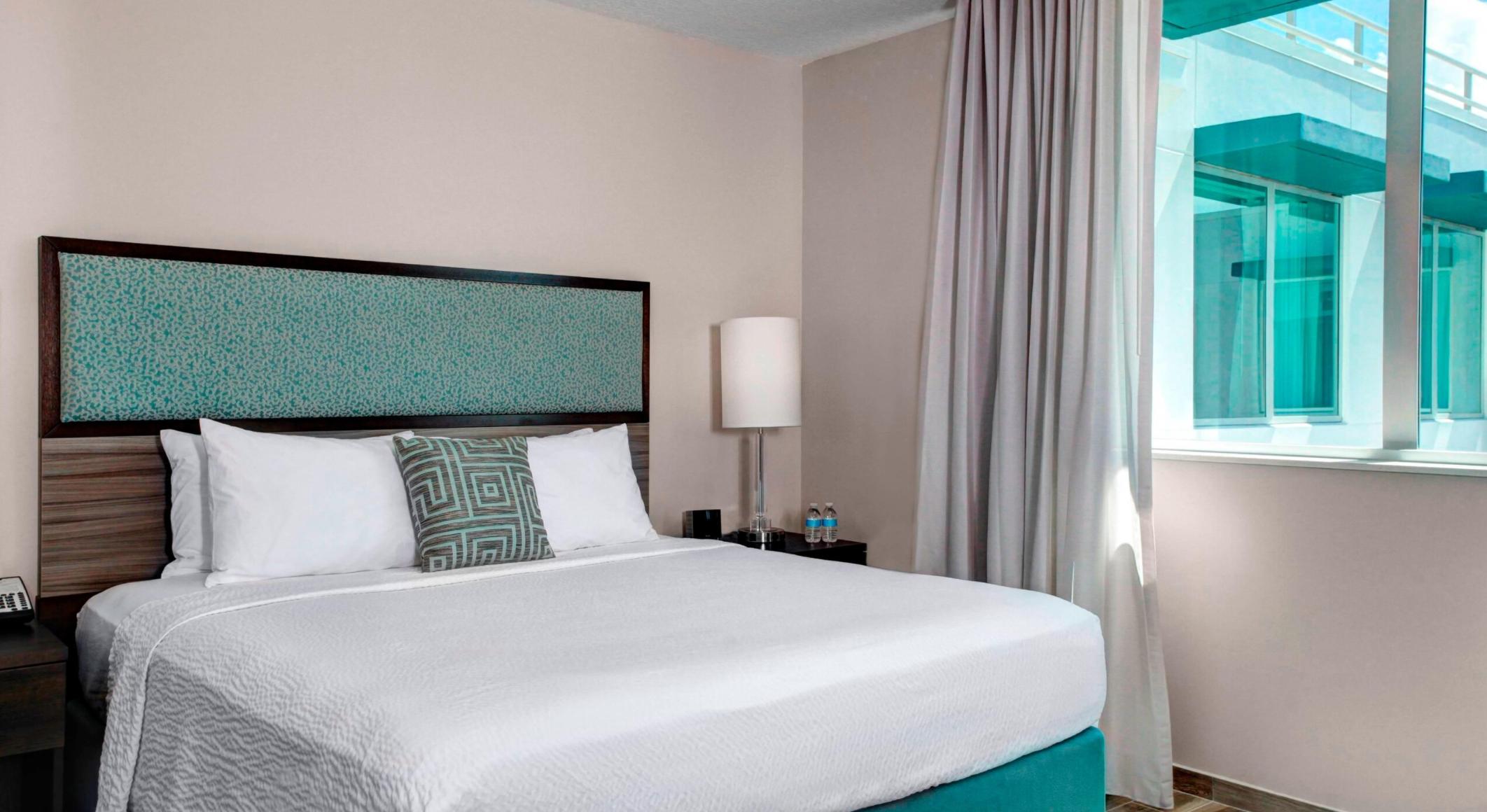 https://www.hotelsbyday.com/_data/default-hotel_image/3/17698/screenshot-2020-06-08-at-4-34-31-pm.png