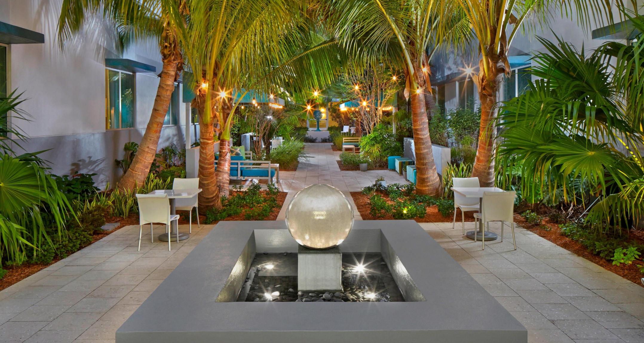 https://www.hotelsbyday.com/_data/default-hotel_image/3/17707/screenshot-2020-06-08-at-4-32-14-pm.png