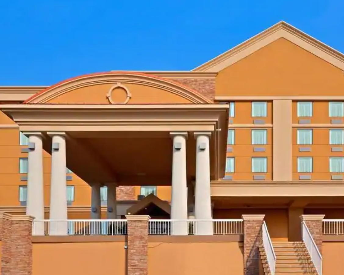 https://www.hotelsbyday.com/_data/default-hotel_image/3/17771/screenshot-2020-06-09-at-11-53-05-am.png
