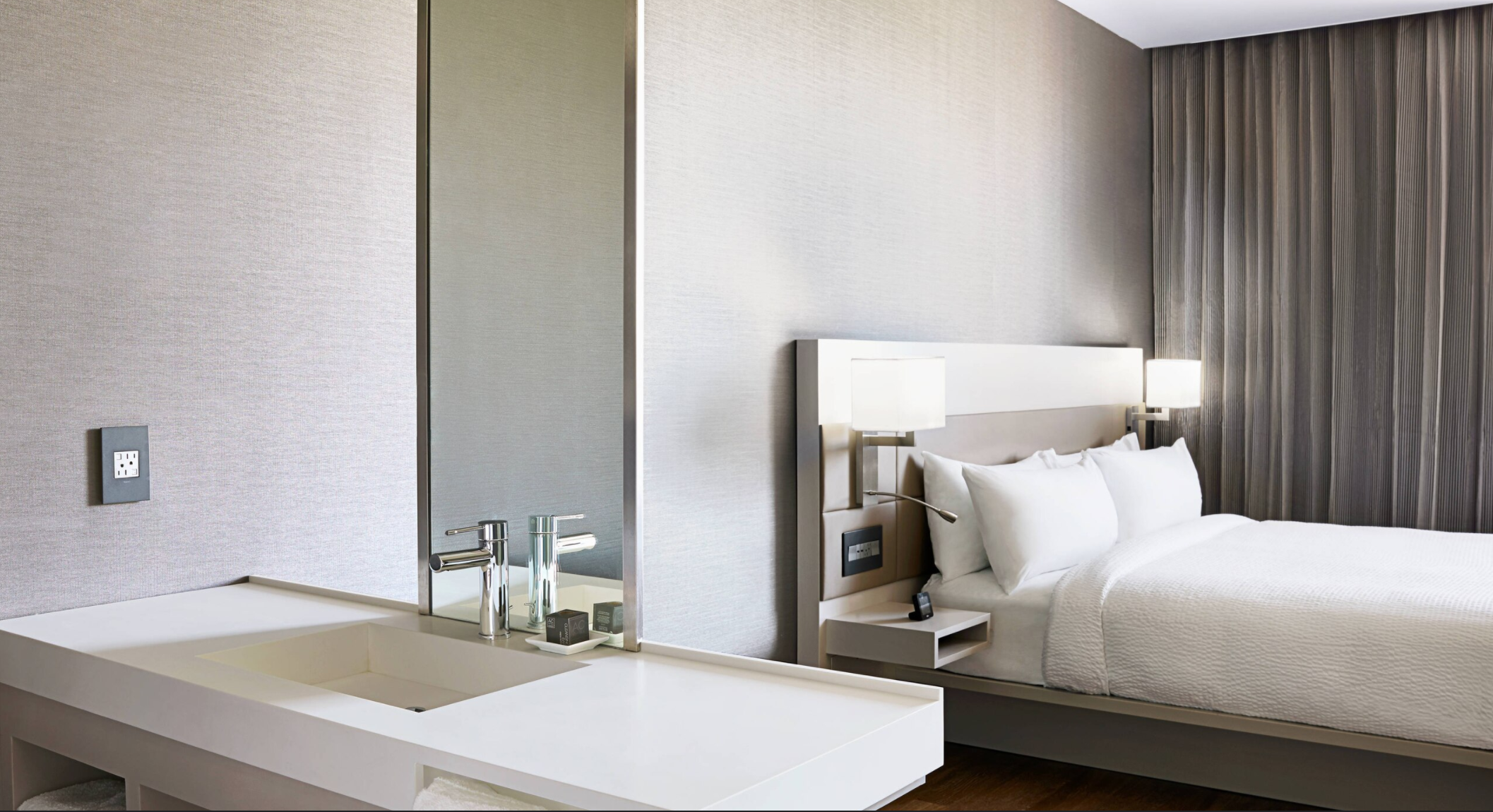 https://www.hotelsbyday.com/_data/default-hotel_image/3/17773/screenshot-2020-06-09-at-11-59-50-am.png