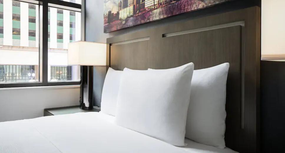 https://www.hotelsbyday.com/_data/default-hotel_image/3/17926/screenshot-2020-06-10-at-4-04-40-pm.png