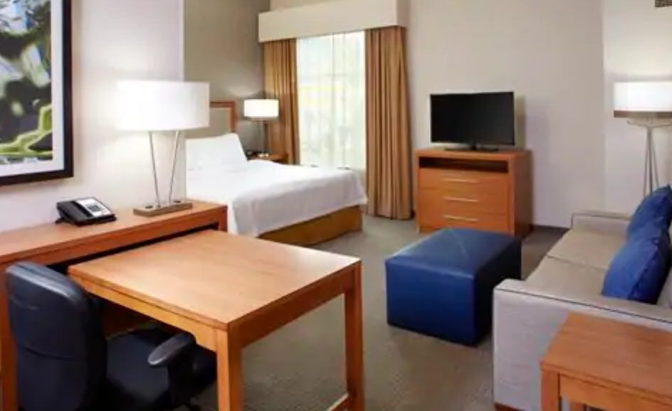 https://www.hotelsbyday.com/_data/default-hotel_image/3/17961/screenshot-2020-06-10-at-5-03-43-pm.png