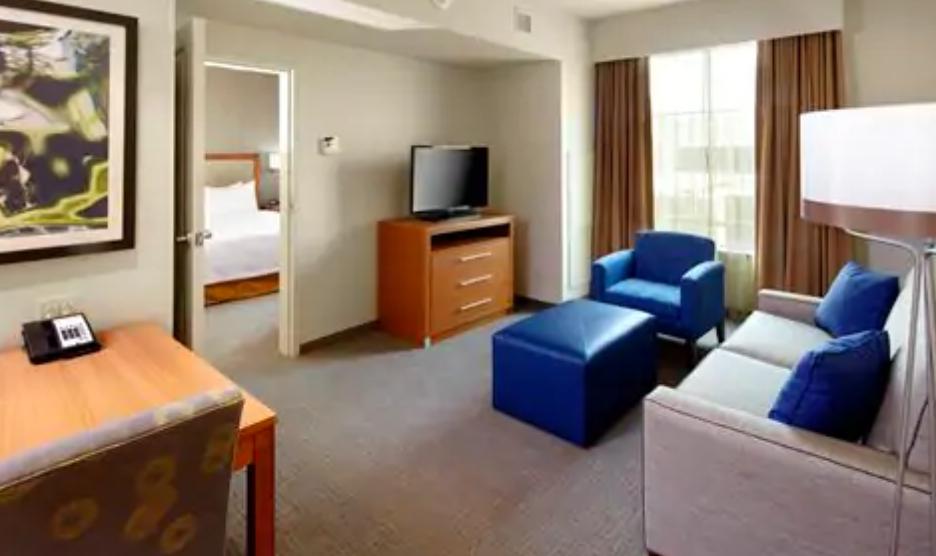 https://www.hotelsbyday.com/_data/default-hotel_image/3/17963/screenshot-2020-06-10-at-5-03-55-pm.png