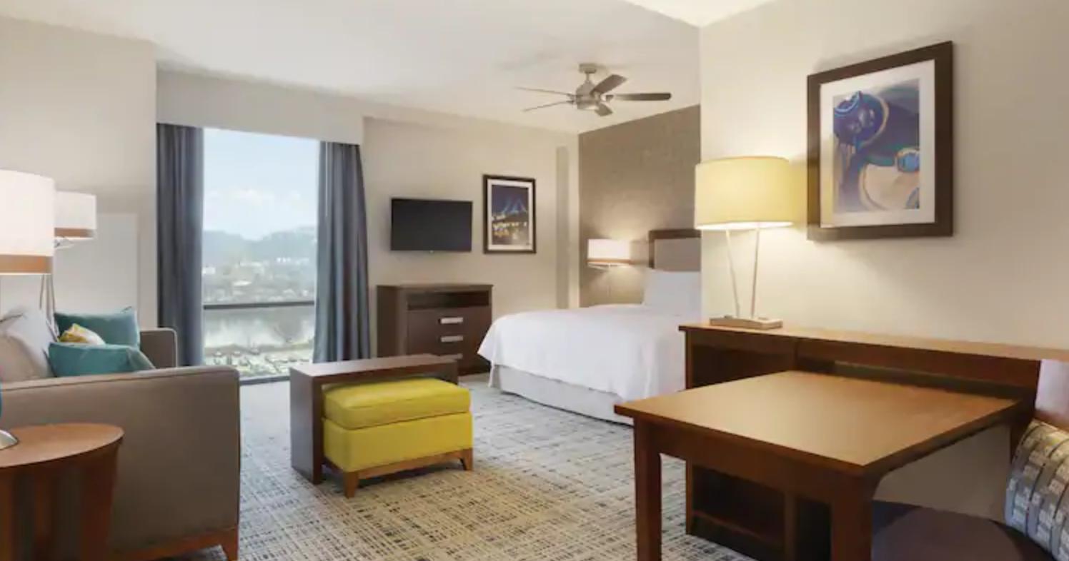 https://www.hotelsbyday.com/_data/default-hotel_image/3/17978/screenshot-2020-06-10-at-5-10-01-pm.png