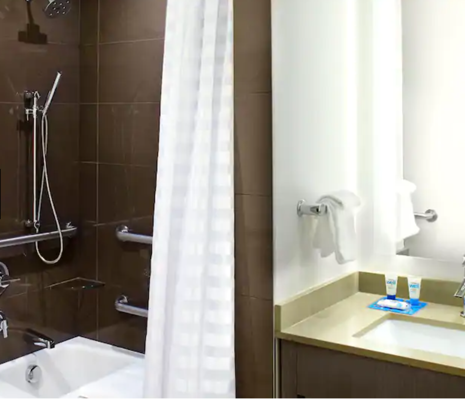 https://www.hotelsbyday.com/_data/default-hotel_image/3/17994/screenshot-2020-06-10-at-5-33-18-pm.png