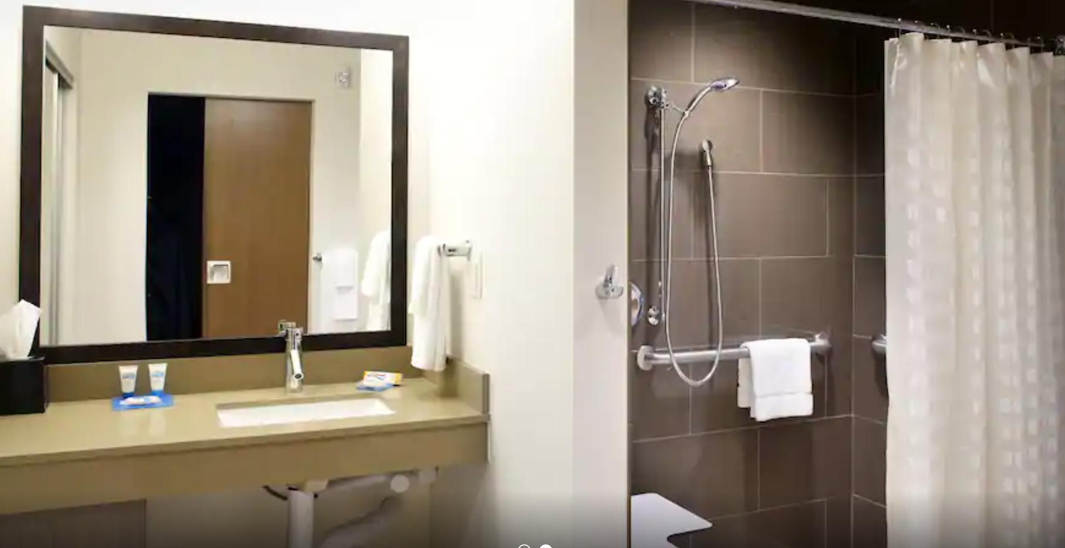 https://www.hotelsbyday.com/_data/default-hotel_image/3/18006/screenshot-2020-06-10-at-5-51-53-pm.png